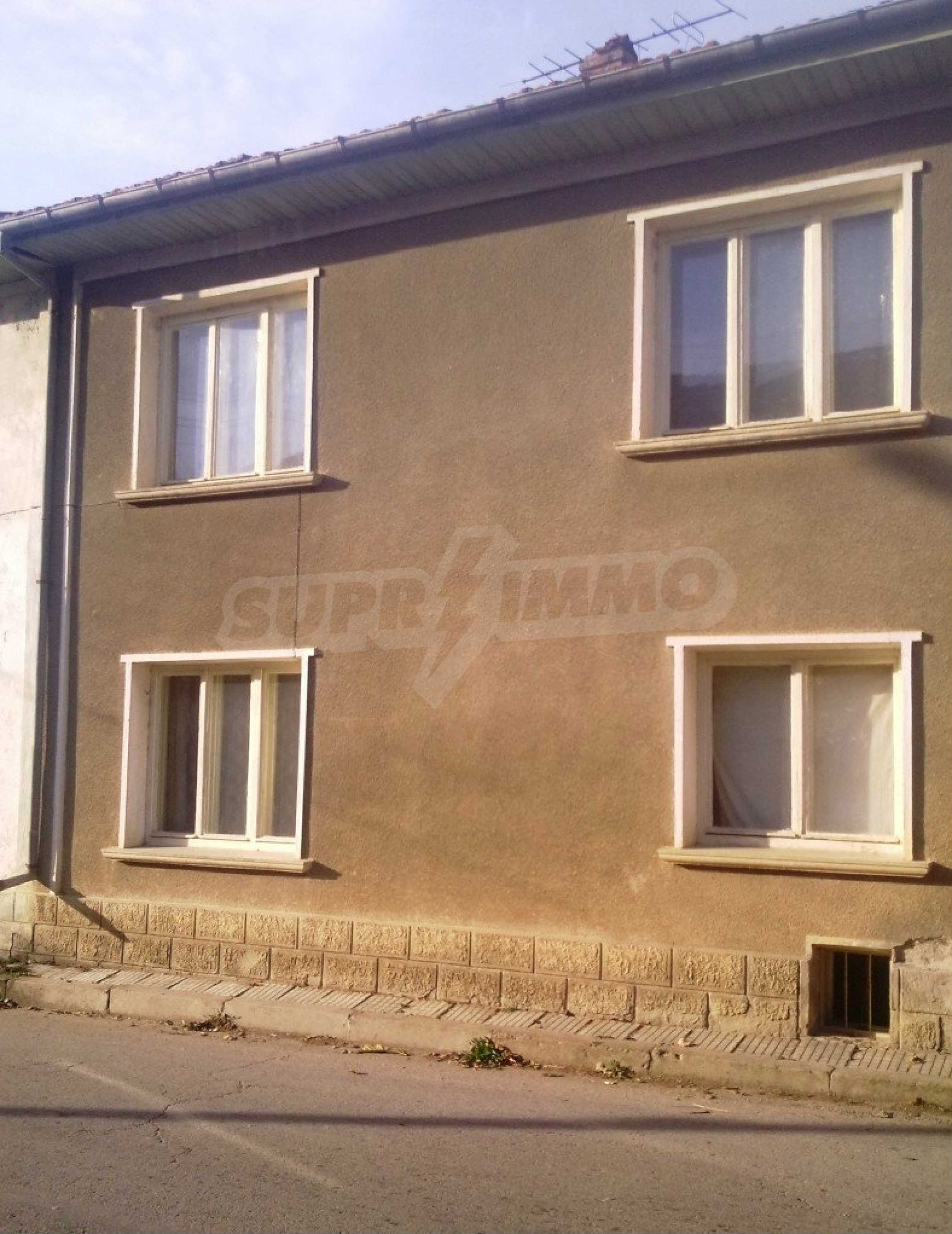 Large brick-built house located in a village 22 km from the town of Apriltsi