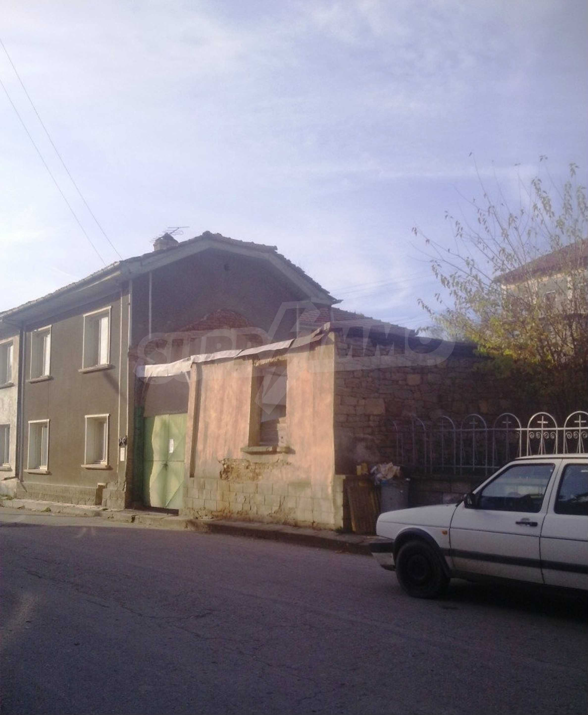 Large brick-built house located in a village 22 km from the town of Apriltsi 3