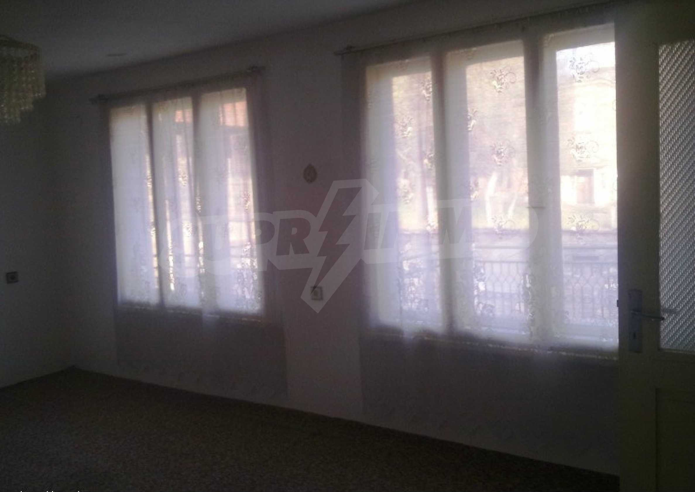 Large brick-built house located in a village 22 km from the town of Apriltsi 7