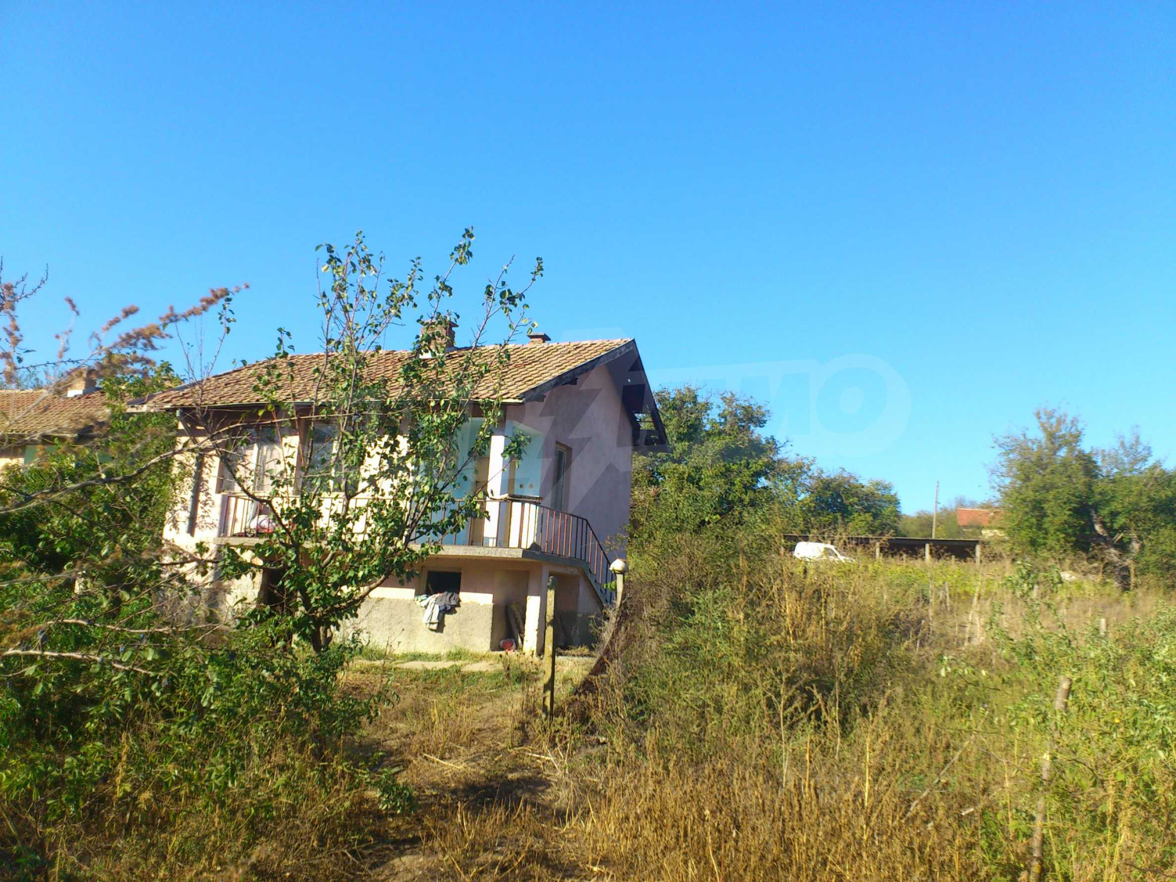 A farm with outbuildings located 8 km. from the town of Dryanovo 9