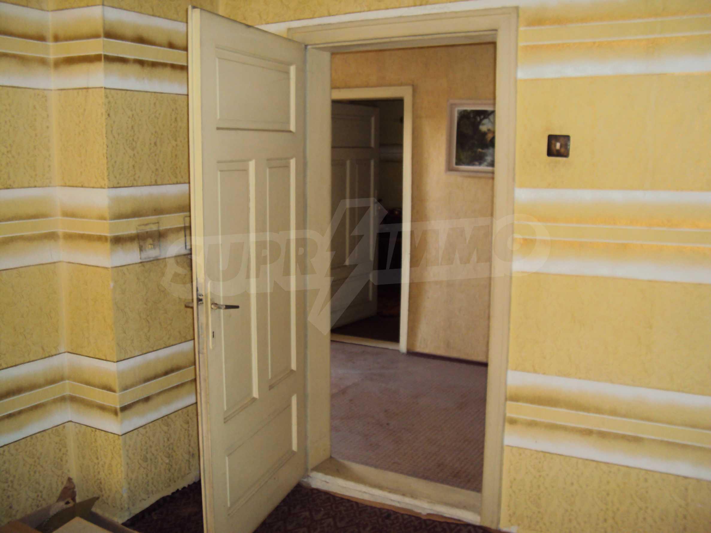 Massives zweistöckiges Haus mit Garage 11