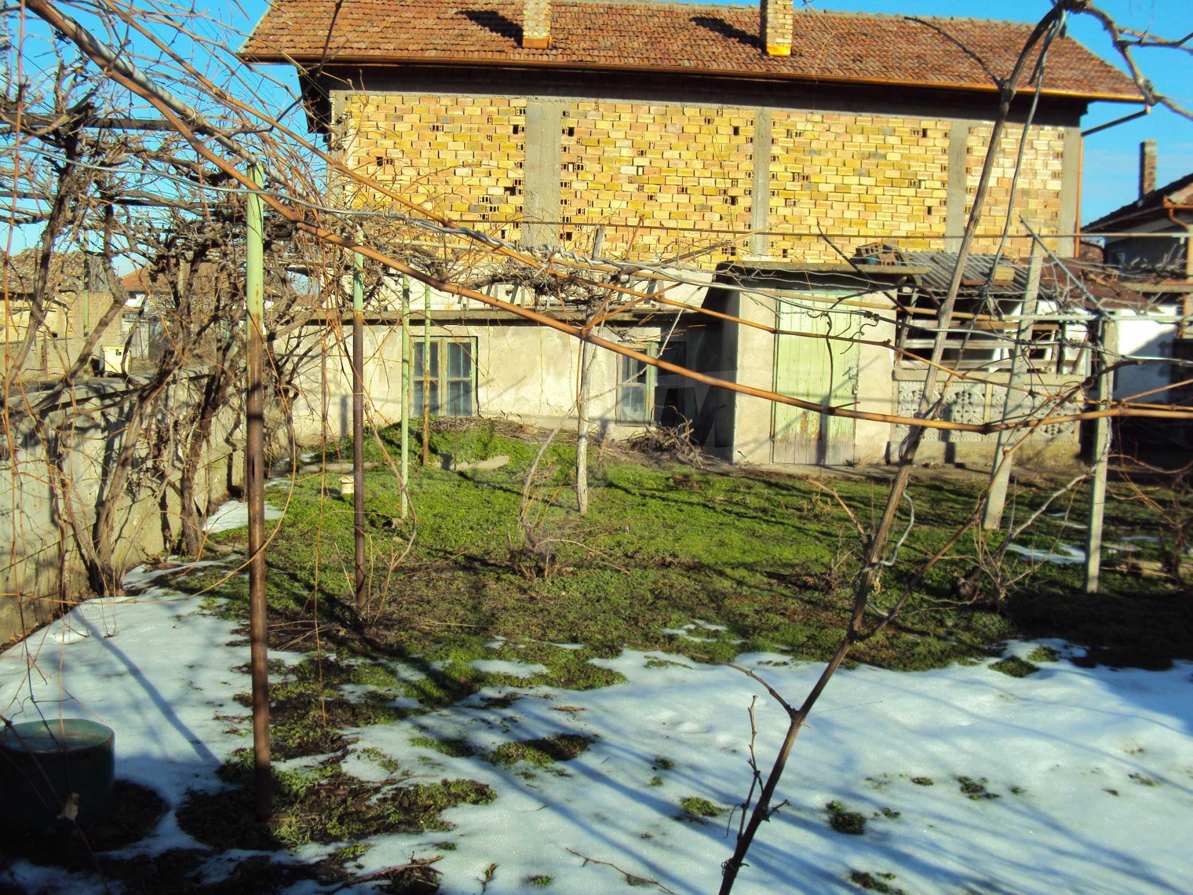 Massives zweistöckiges Haus mit Garage 14