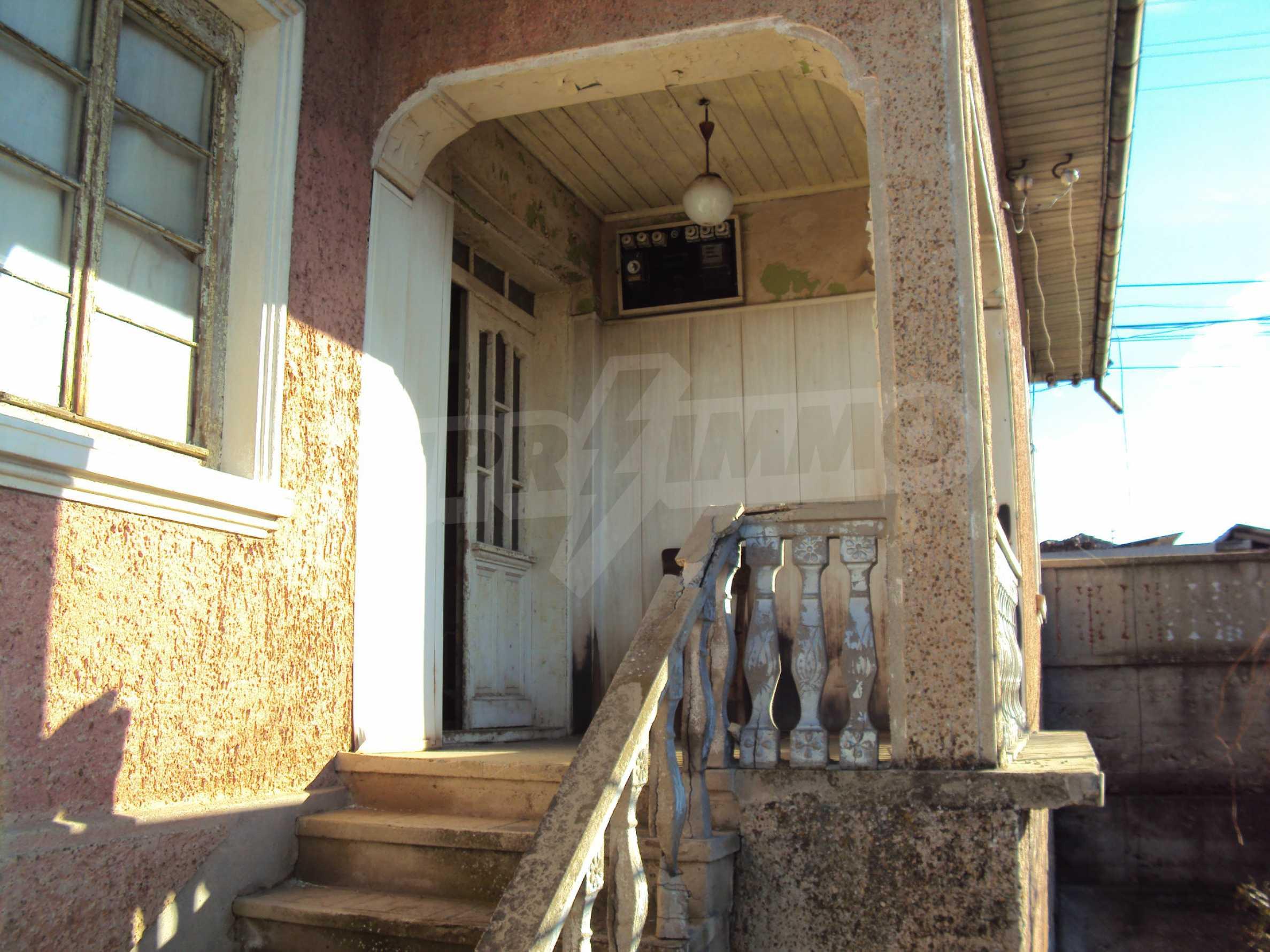 Massives zweistöckiges Haus mit Garage 15