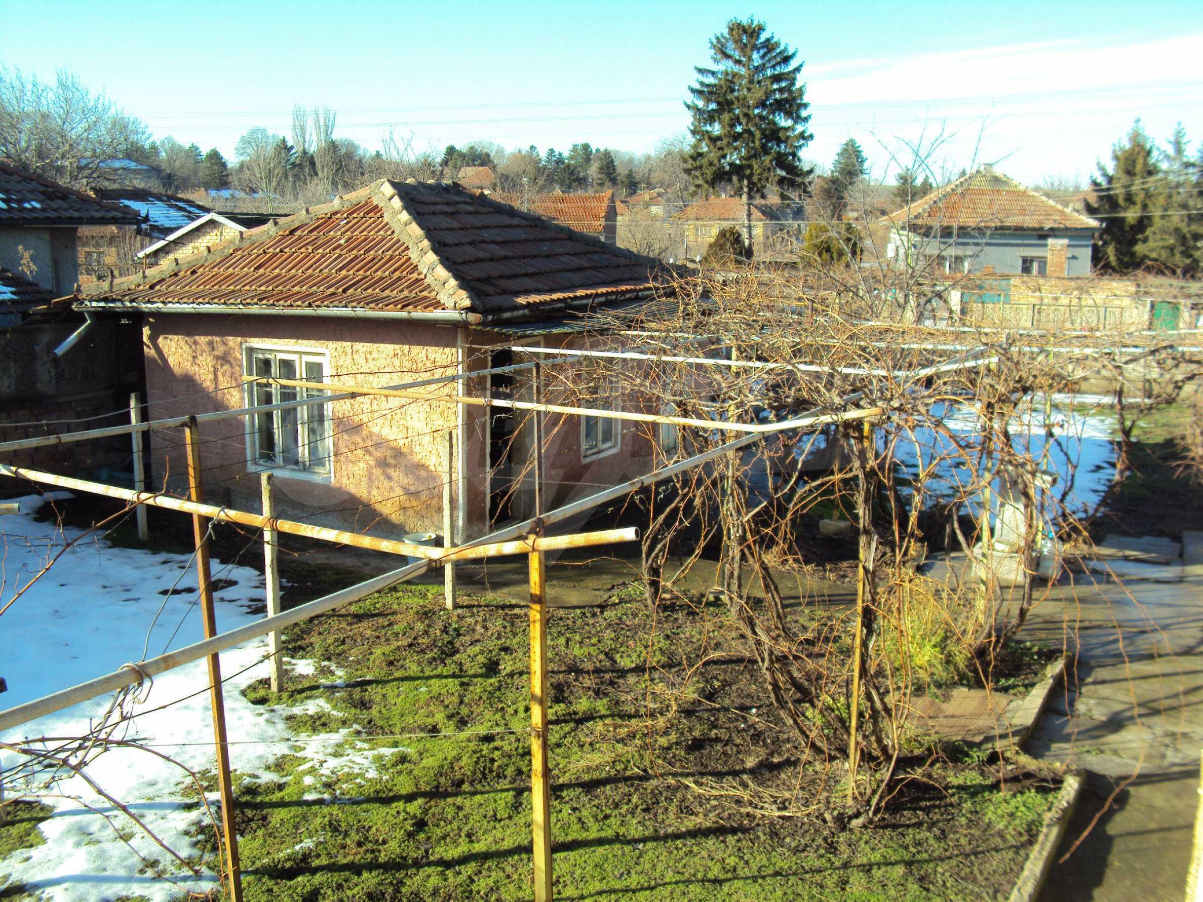 Massives zweistöckiges Haus mit Garage 16