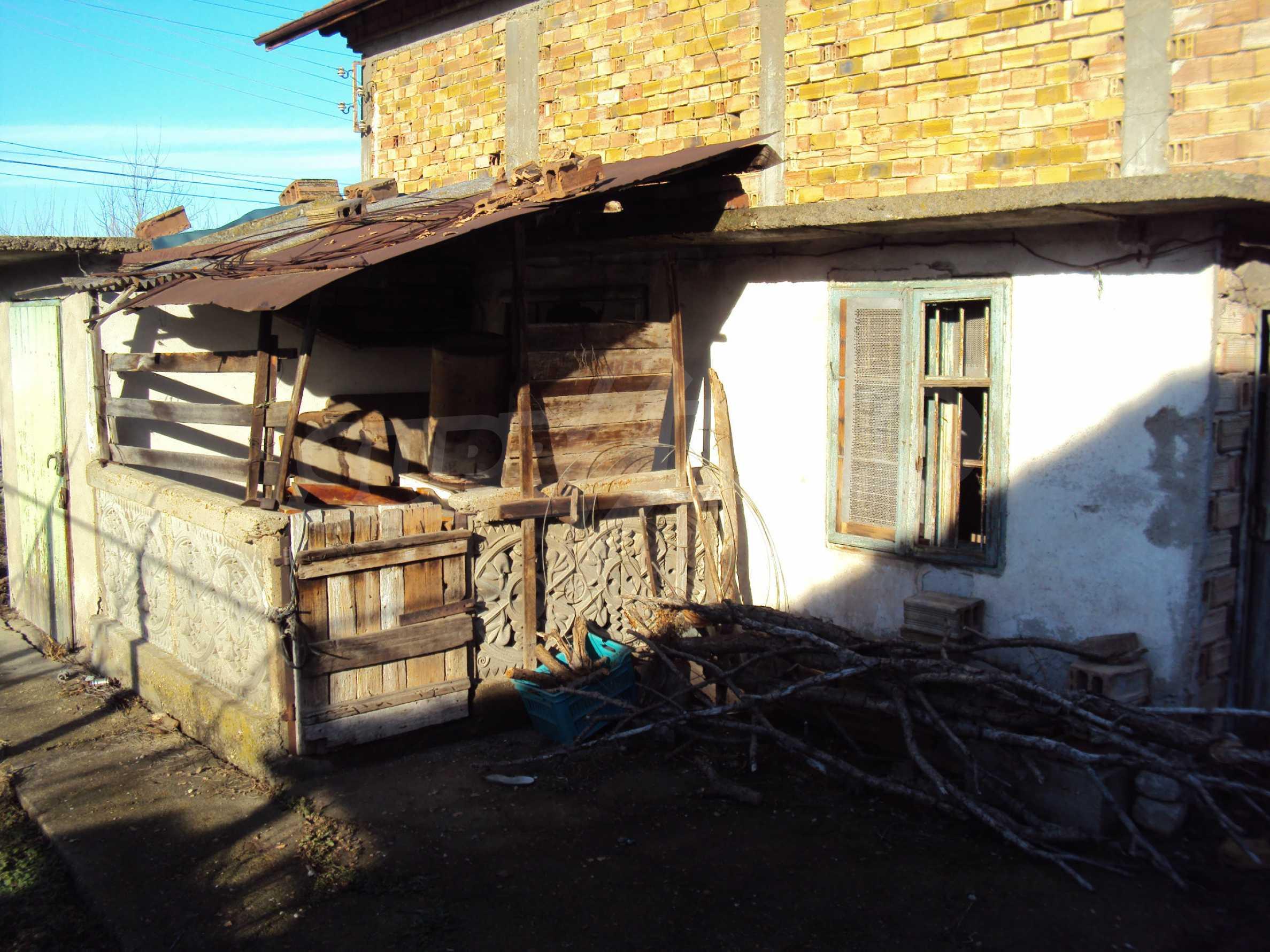 Massives zweistöckiges Haus mit Garage 17