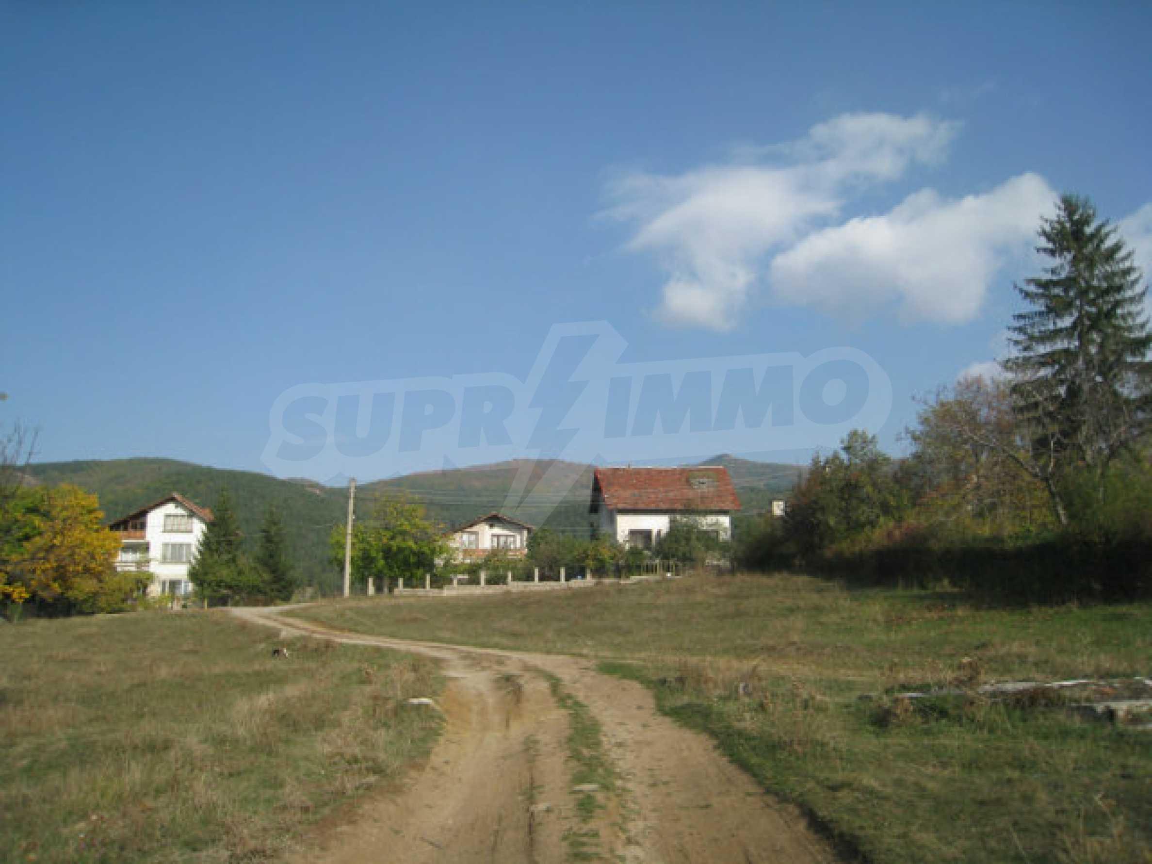 Reguliertes Grundstück im Zentrum eines malerischen Dorfes in der Nähe von Pernik und Sofia 9