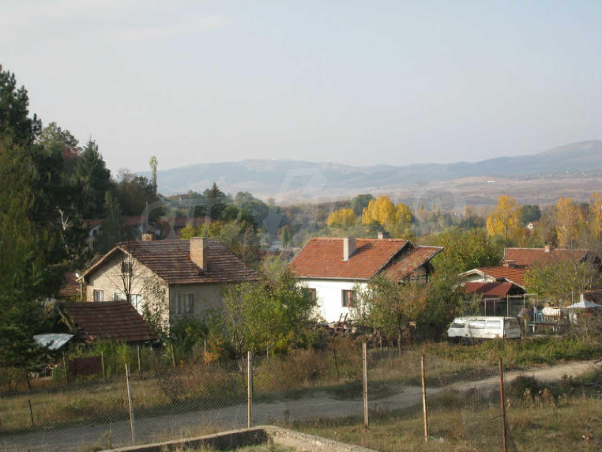 Reguliertes Grundstück im Zentrum eines malerischen Dorfes in der Nähe von Pernik und Sofia 11