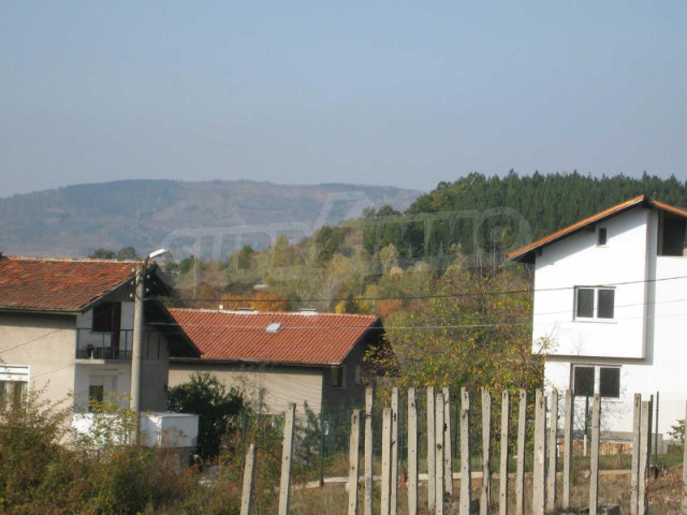 Reguliertes Grundstück im Zentrum eines malerischen Dorfes in der Nähe von Pernik und Sofia 13