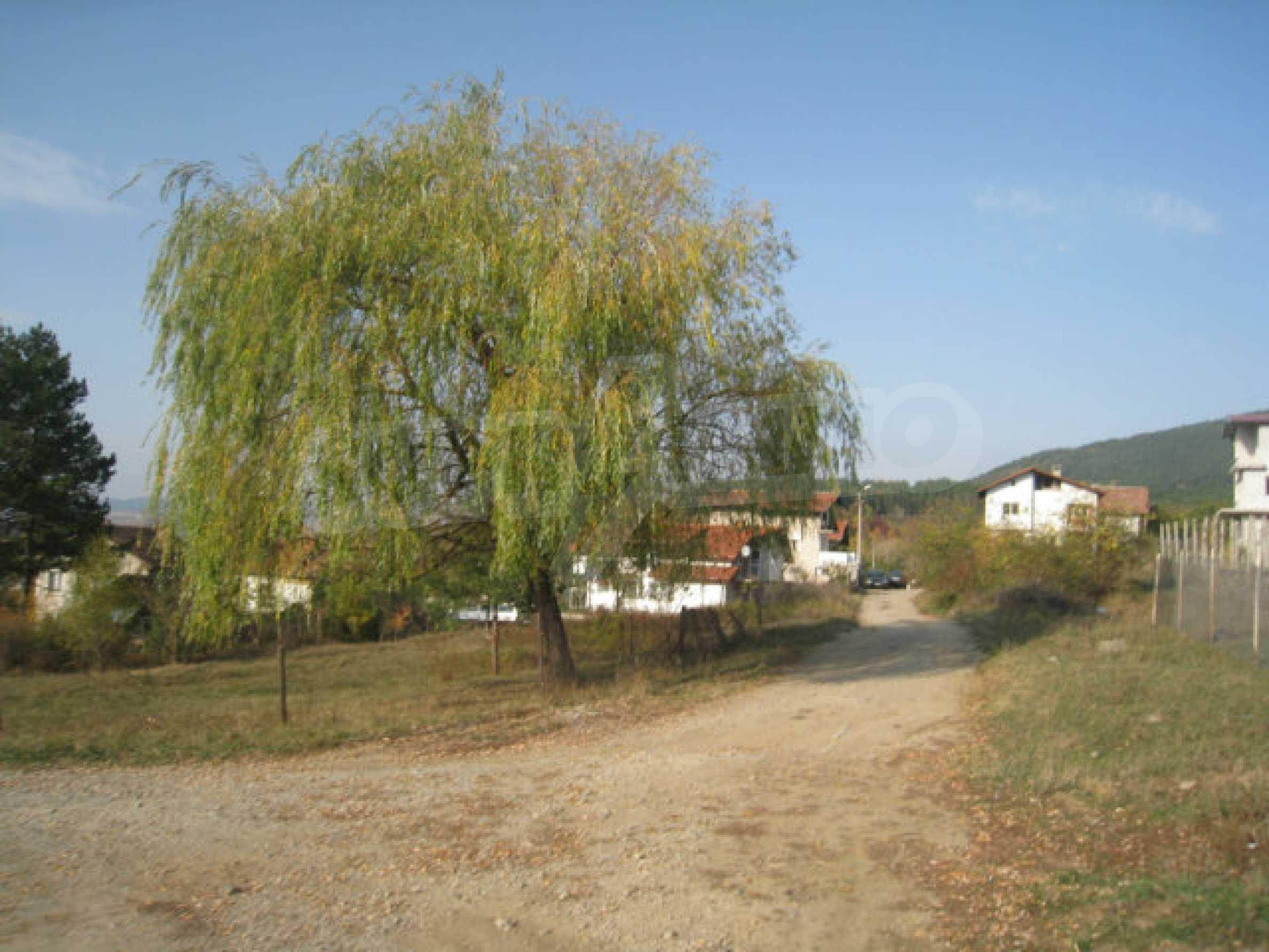 Reguliertes Grundstück im Zentrum eines malerischen Dorfes in der Nähe von Pernik und Sofia 3