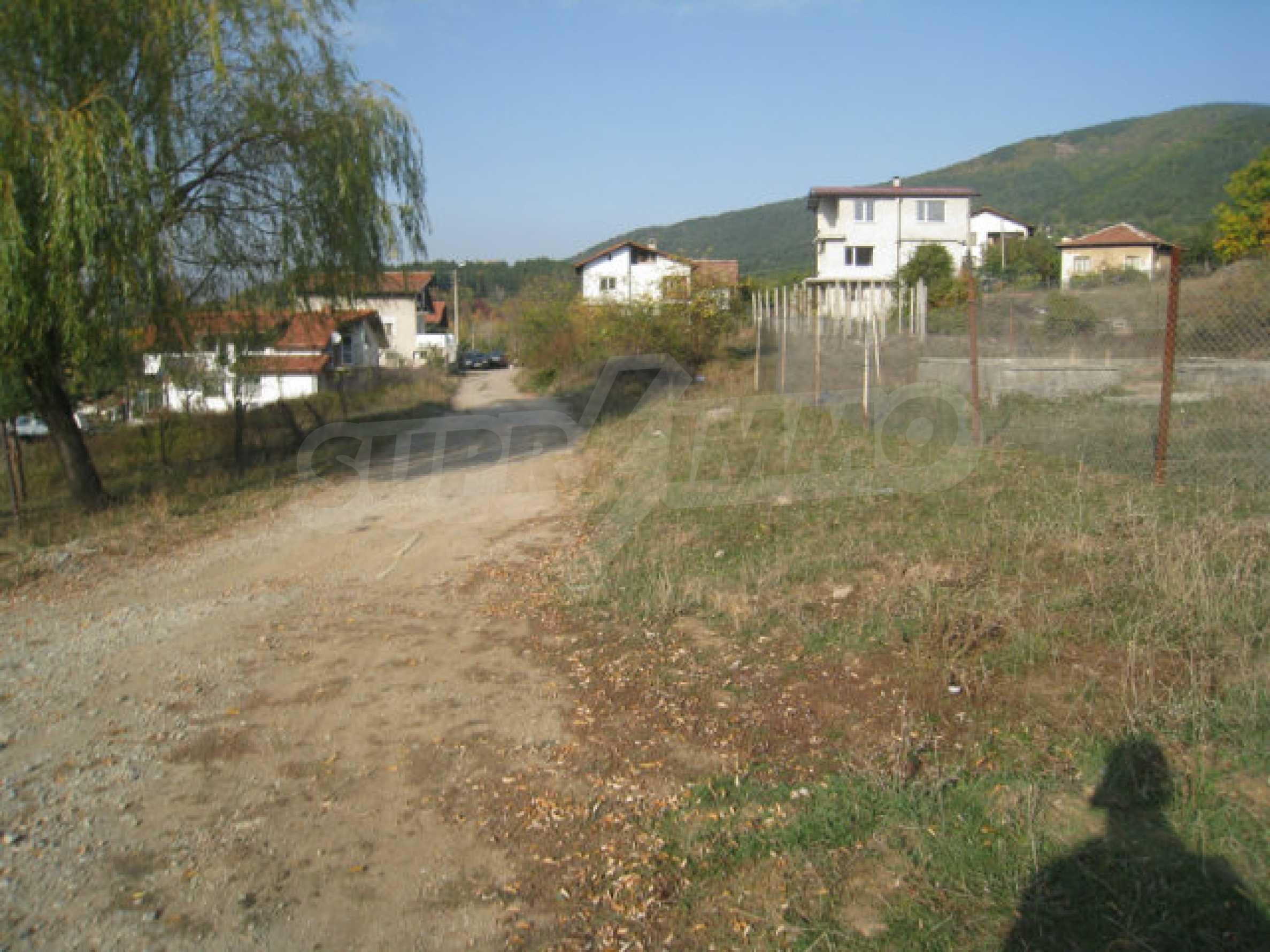 Reguliertes Grundstück im Zentrum eines malerischen Dorfes in der Nähe von Pernik und Sofia 4