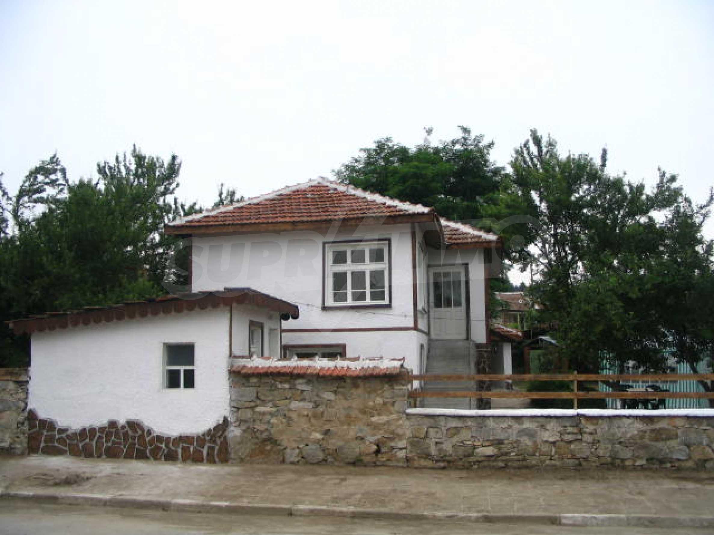 Красива къща в малко селце в близост до град Елхово 20