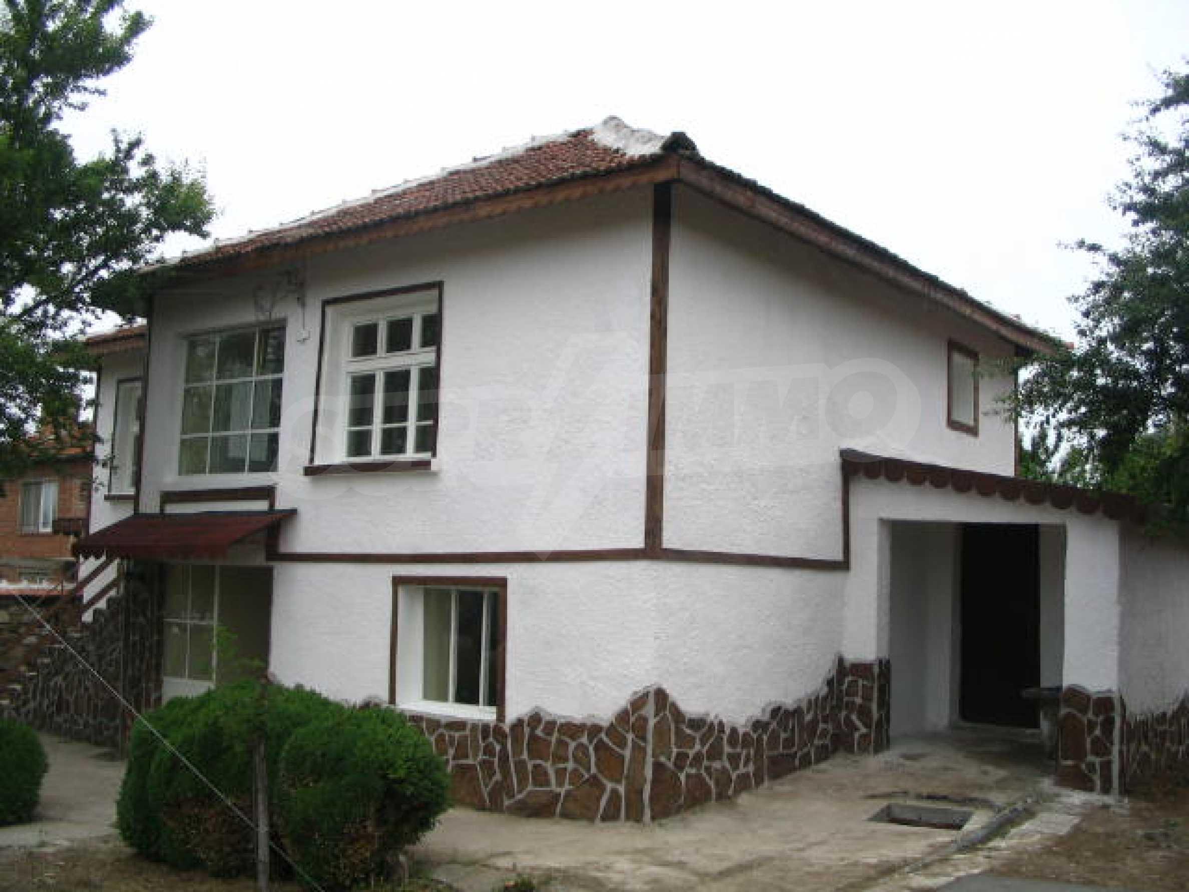 Красива къща в малко селце в близост до град Елхово 2