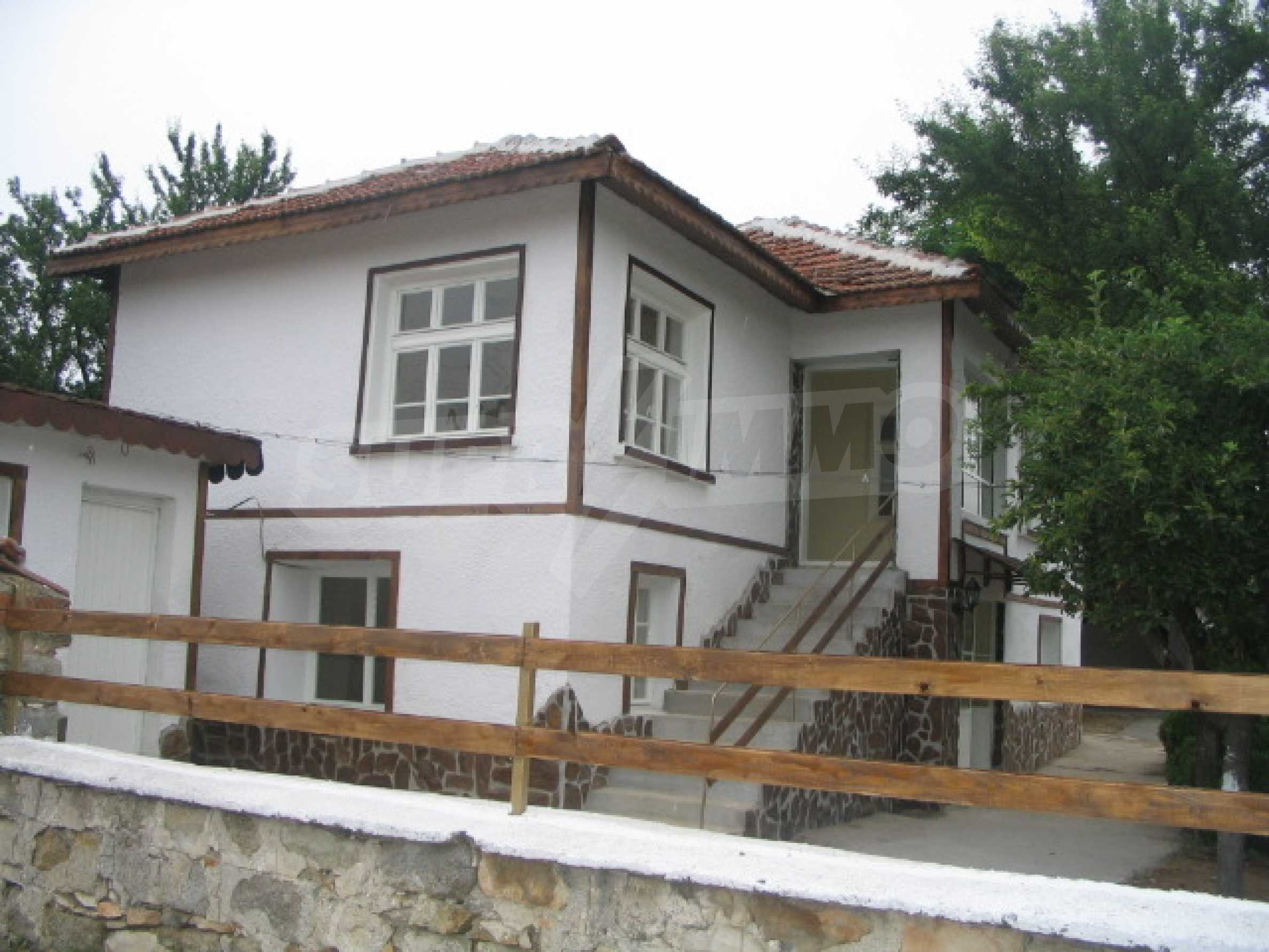 Красива къща в малко селце в близост до град Елхово 3