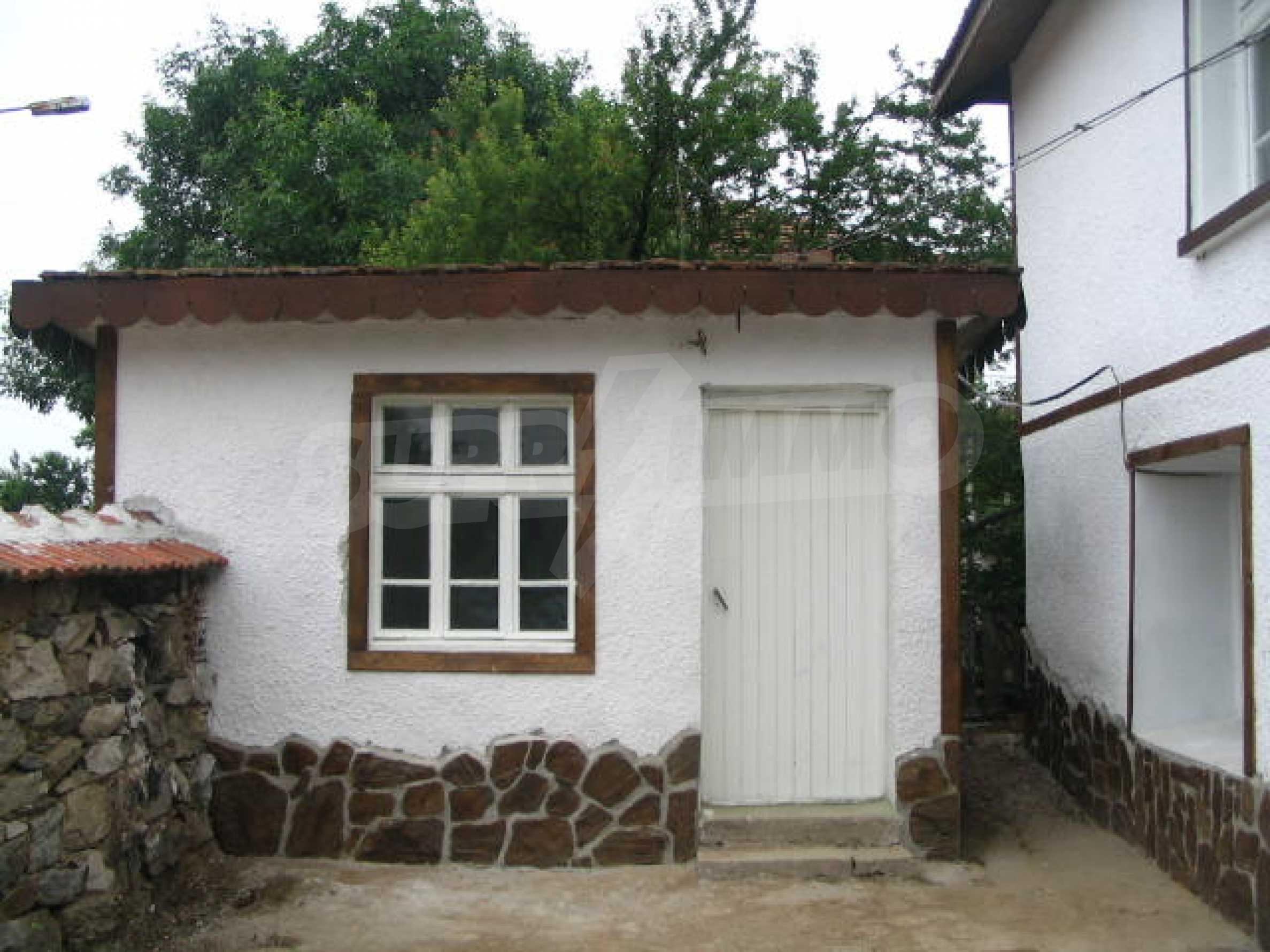Красива къща в малко селце в близост до град Елхово 5