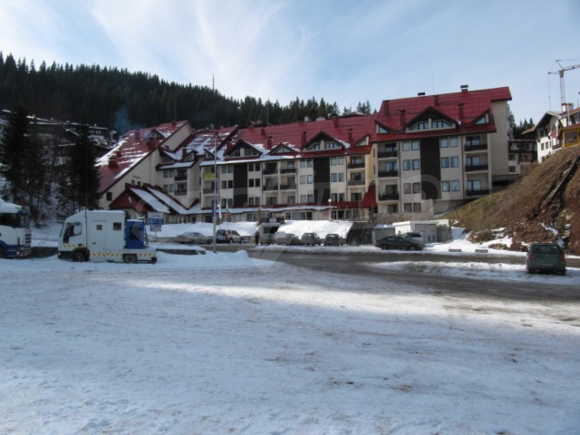 Трехкомнатная квартира на продажу в горнолыжном курорте Пампорово 1