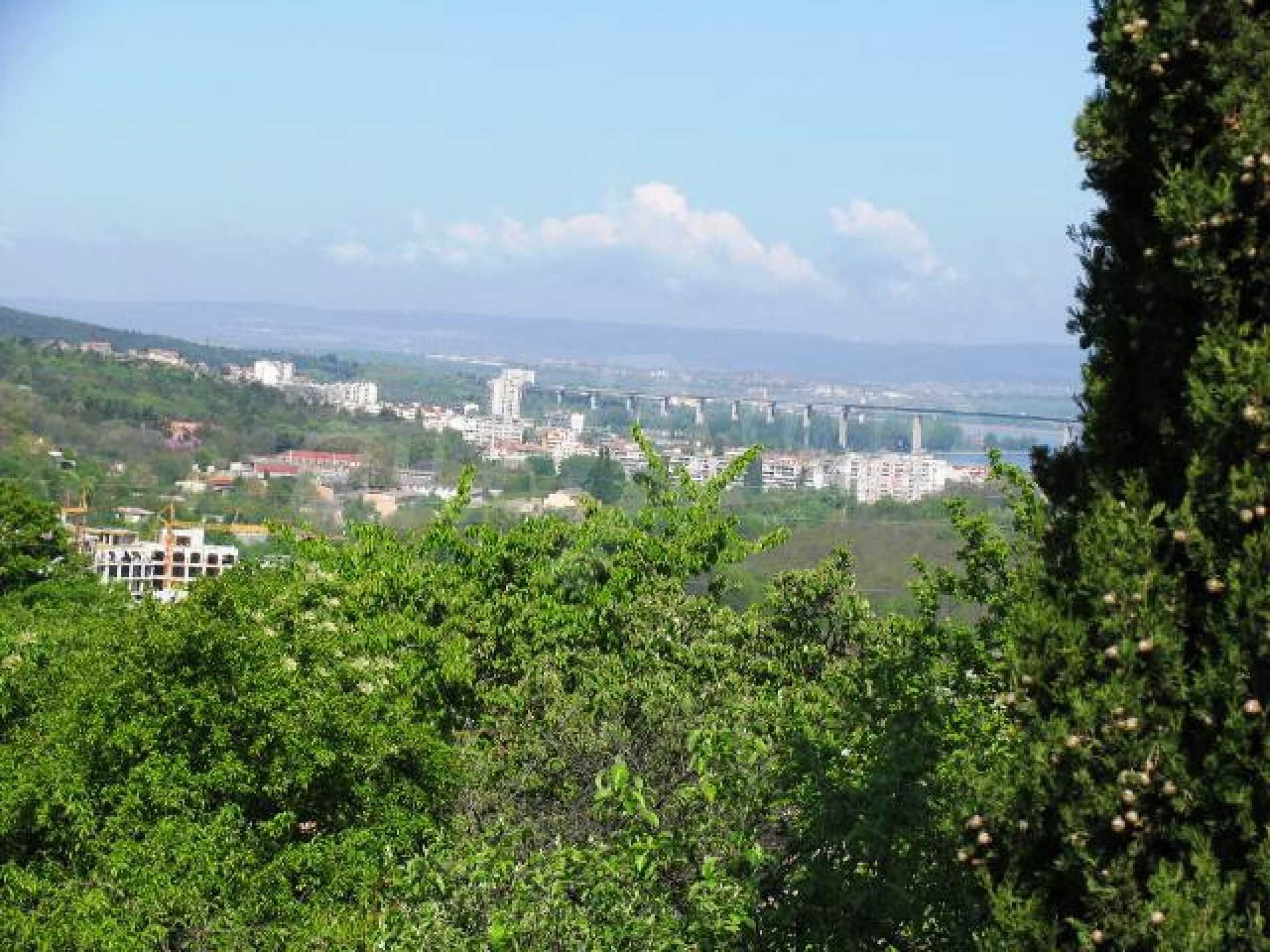 Well-sized house with plot of land close to Varna and the sea
