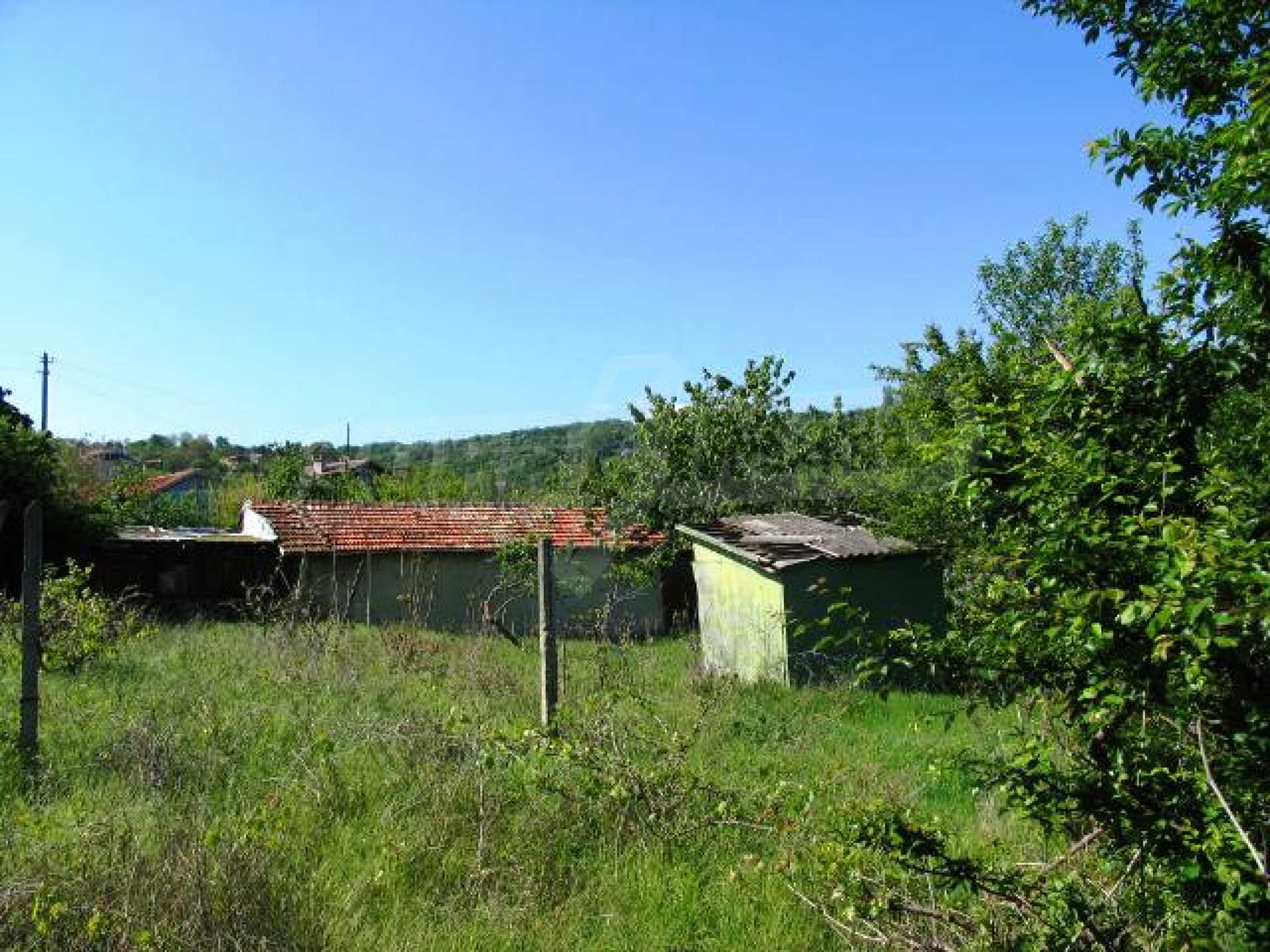 Well-sized house with plot of land close to Varna and the sea  15