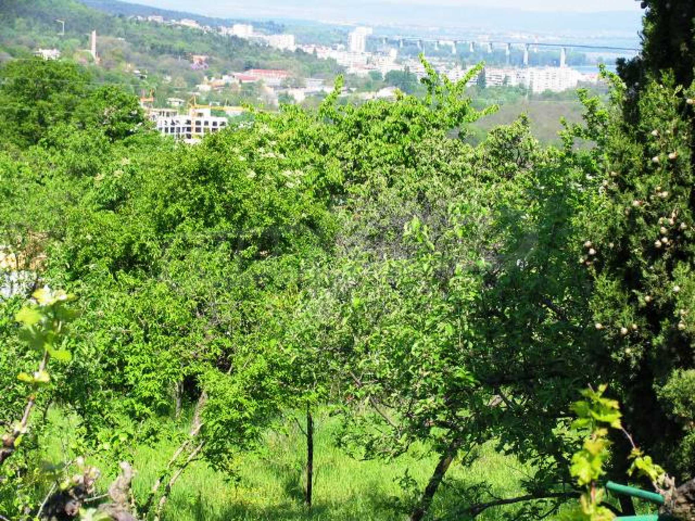 Well-sized house with plot of land close to Varna and the sea  1