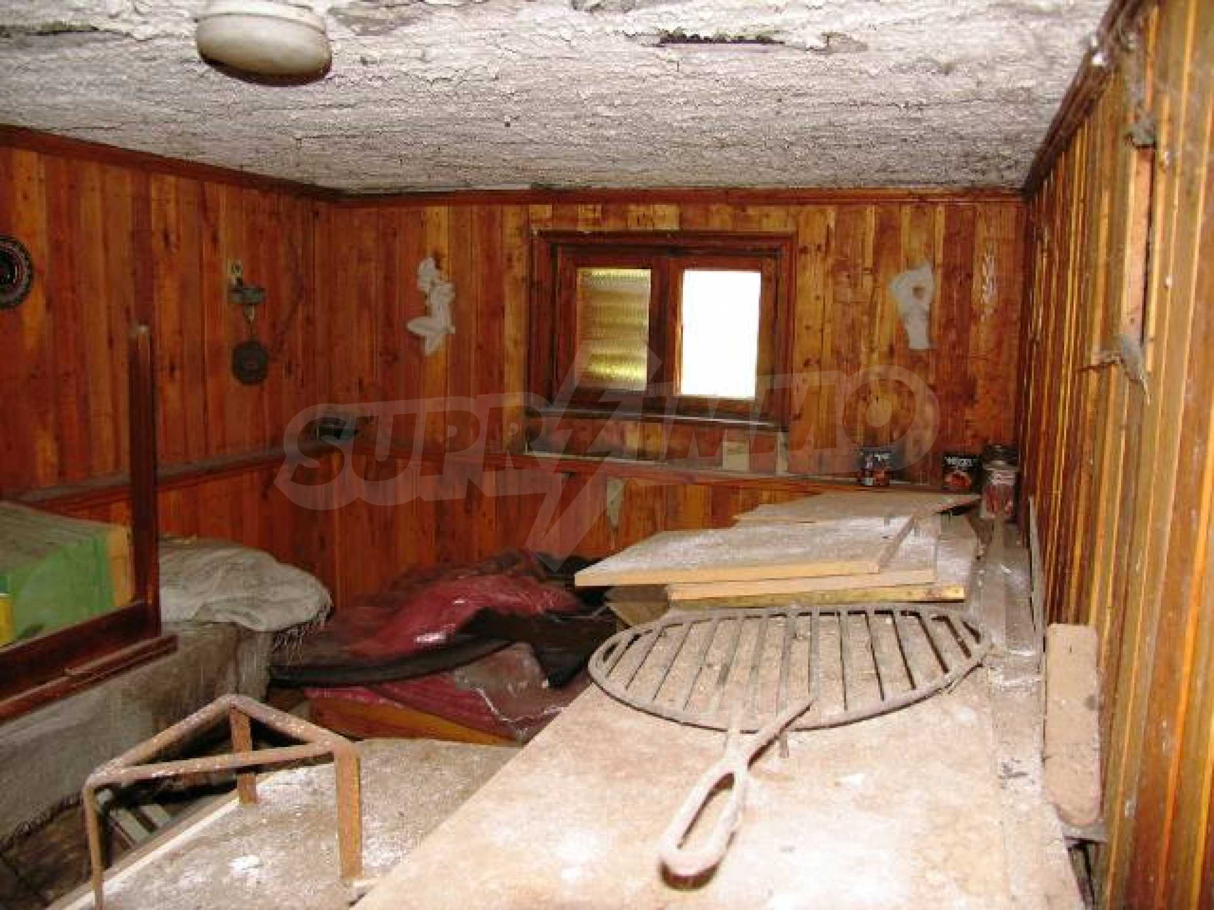 Well-sized house with plot of land close to Varna and the sea  39