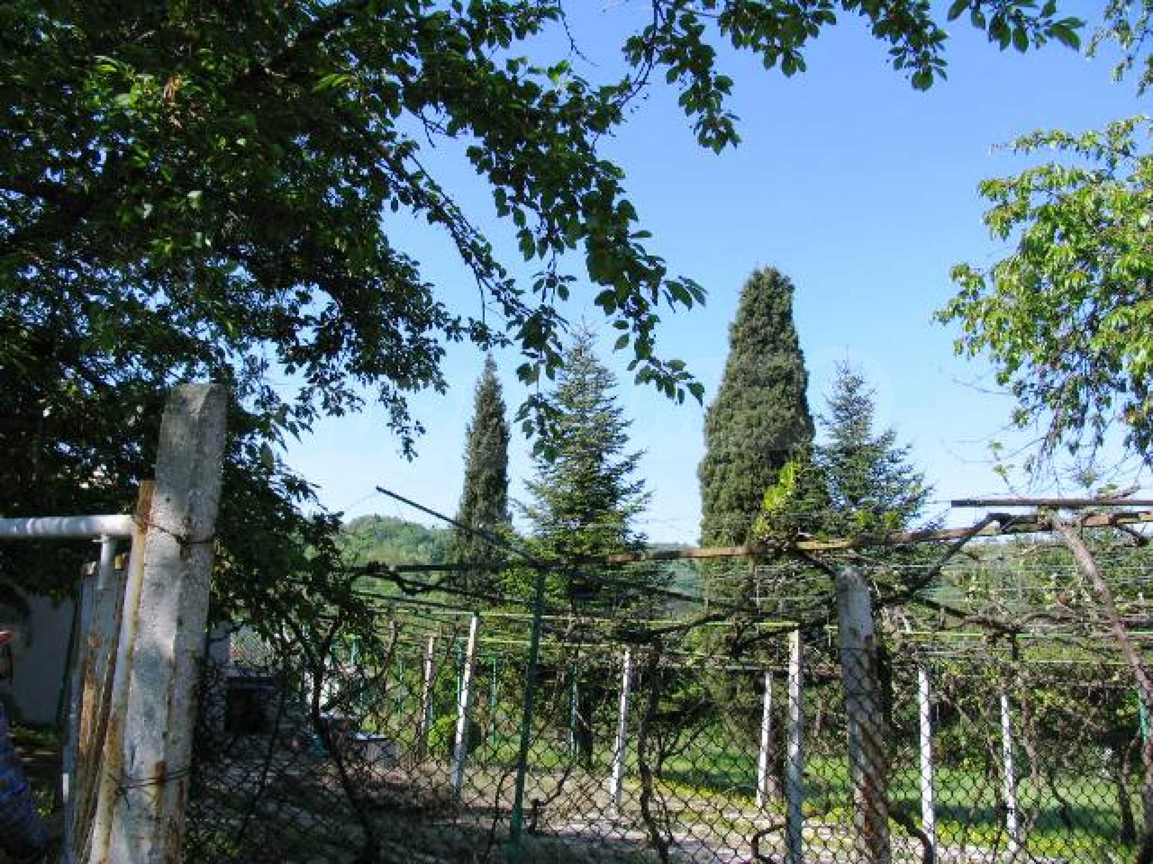 Well-sized house with plot of land close to Varna and the sea  6