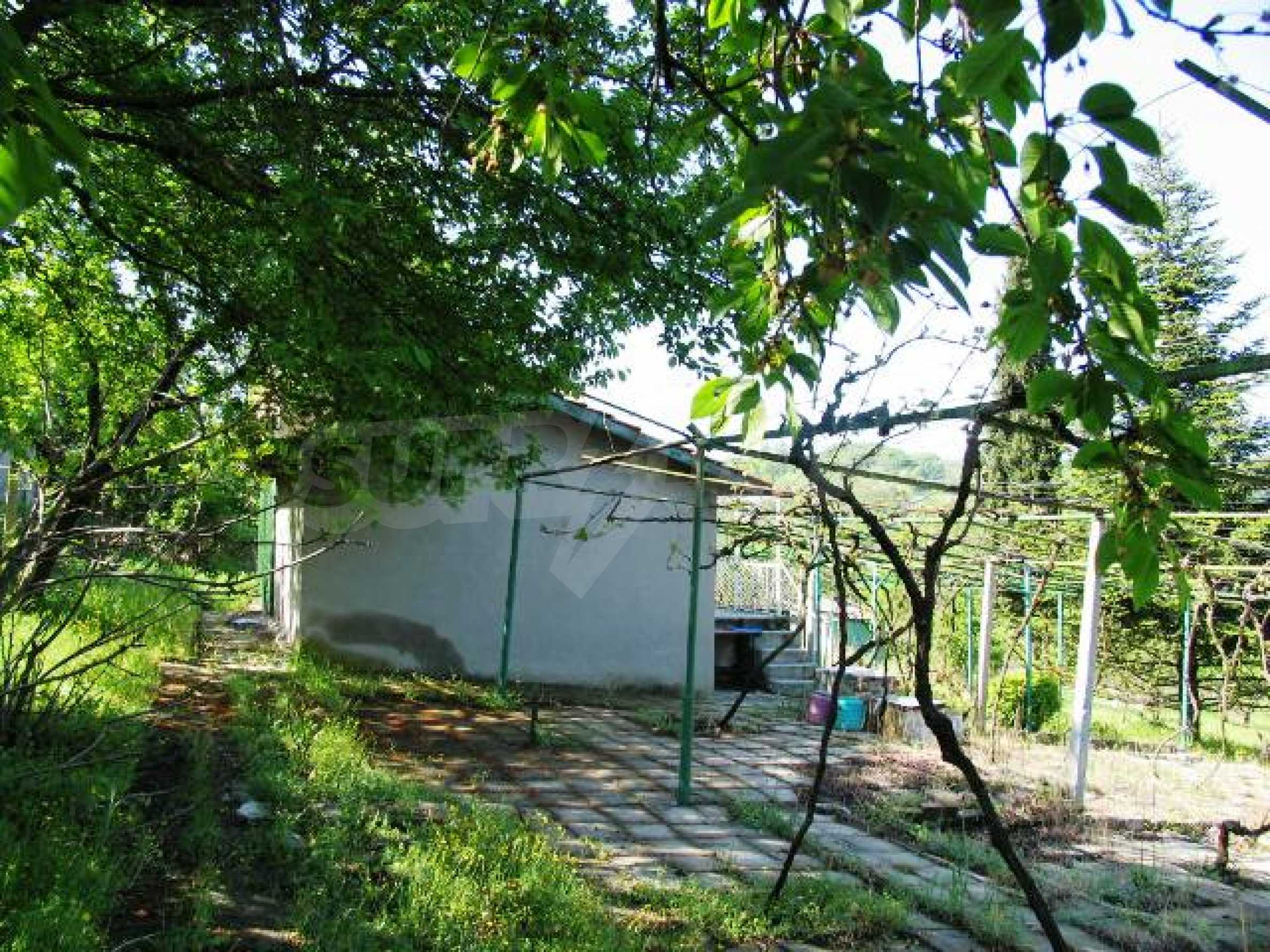 Well-sized house with plot of land close to Varna and the sea  7