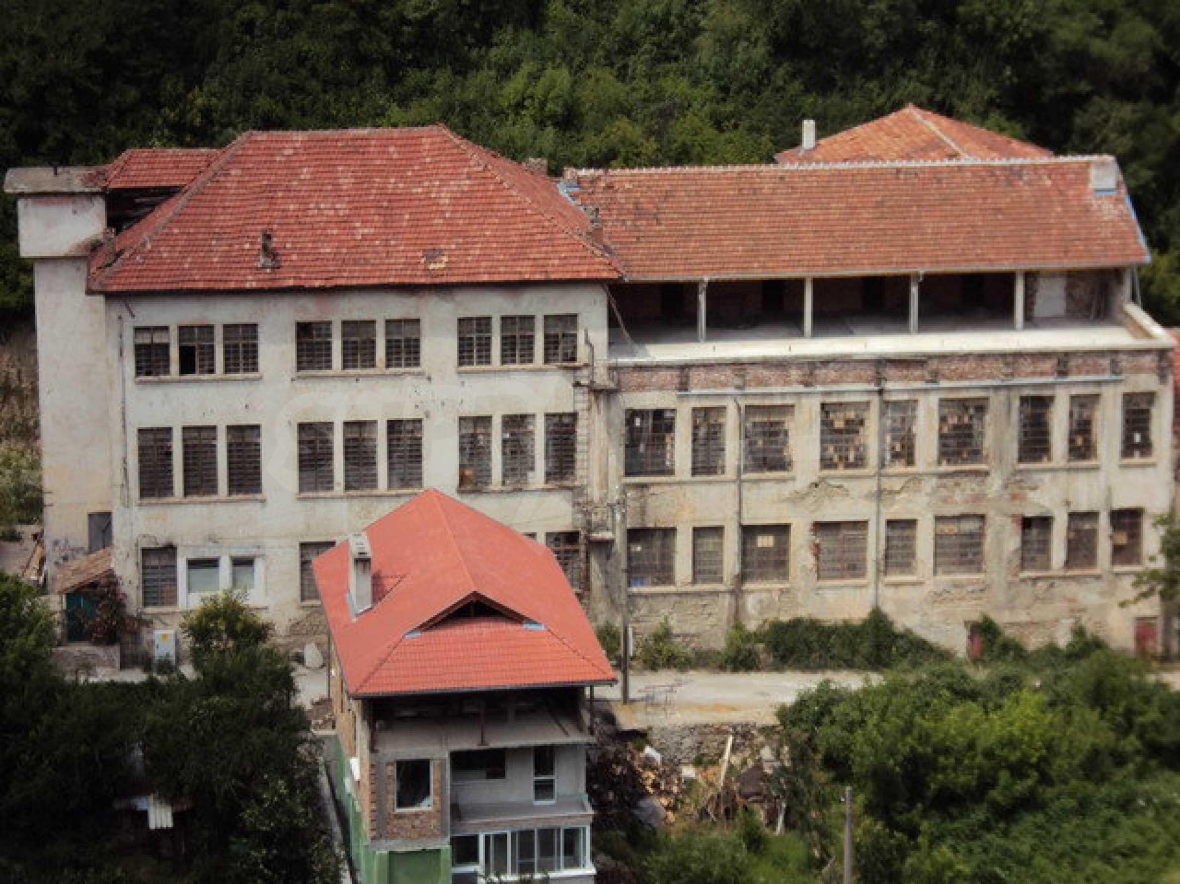 Уникальное здание на берегу реки Янтра, г. Велико Тырново 10