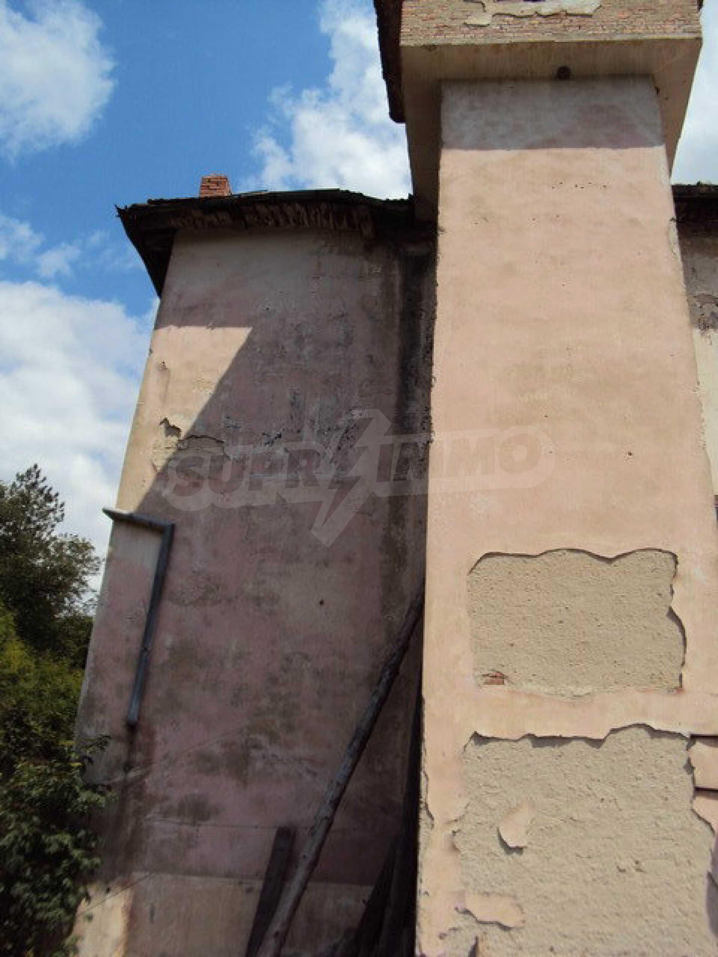 Уникальное здание на берегу реки Янтра, г. Велико Тырново 12