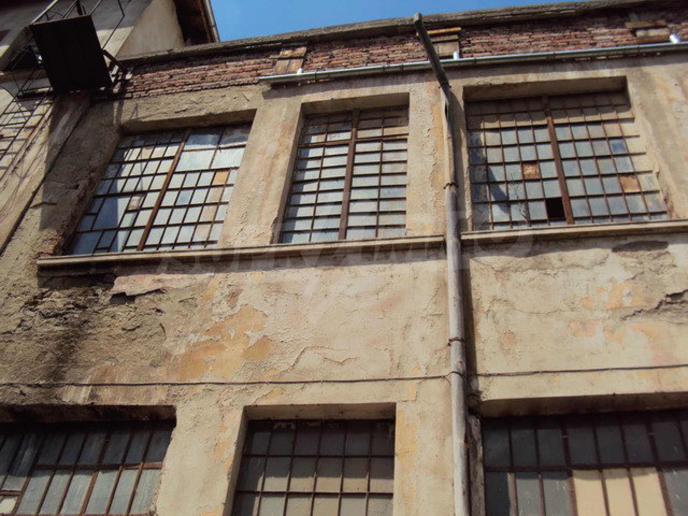 Уникальное здание на берегу реки Янтра, г. Велико Тырново 15