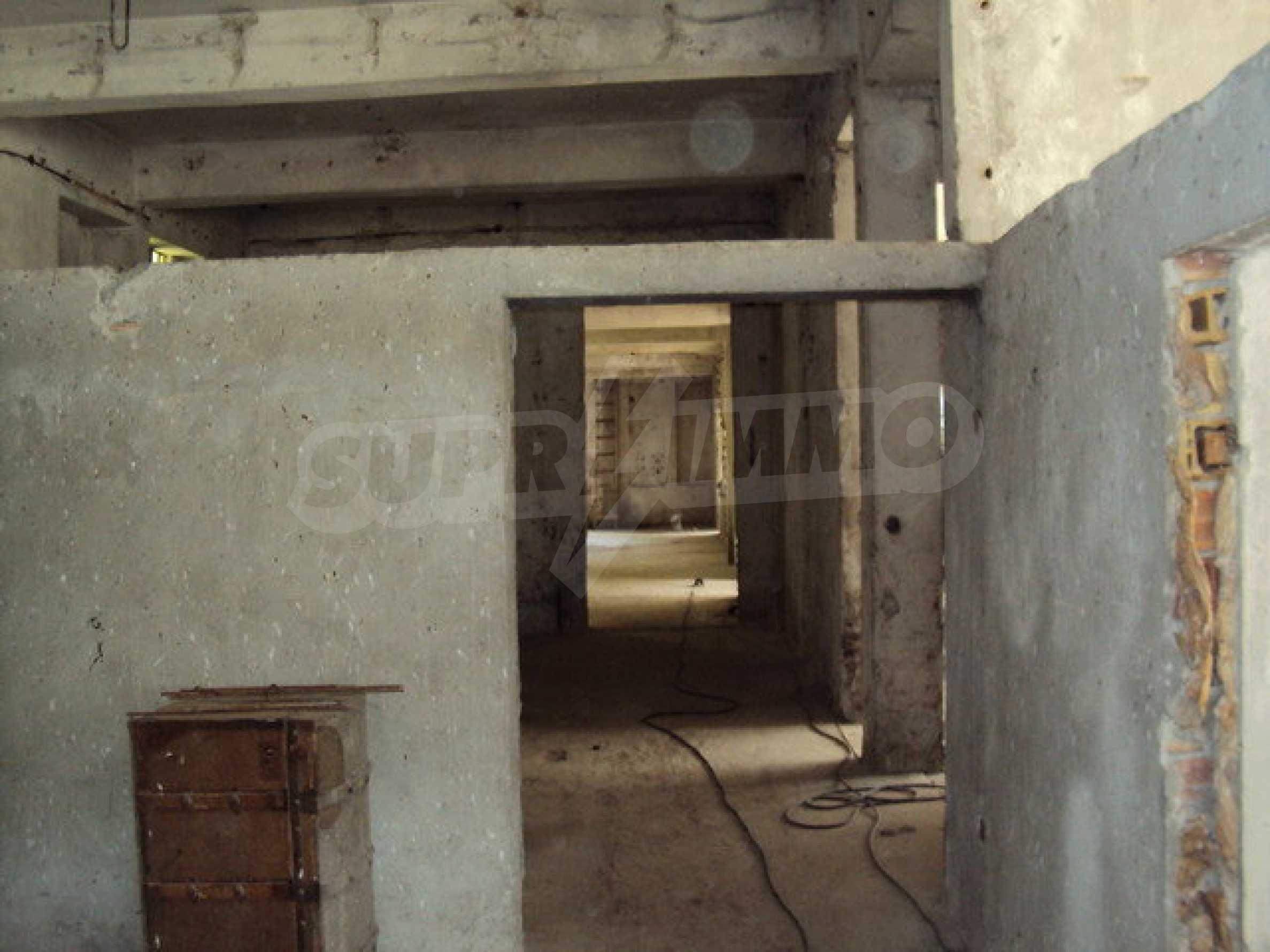 Уникальное здание на берегу реки Янтра, г. Велико Тырново 16