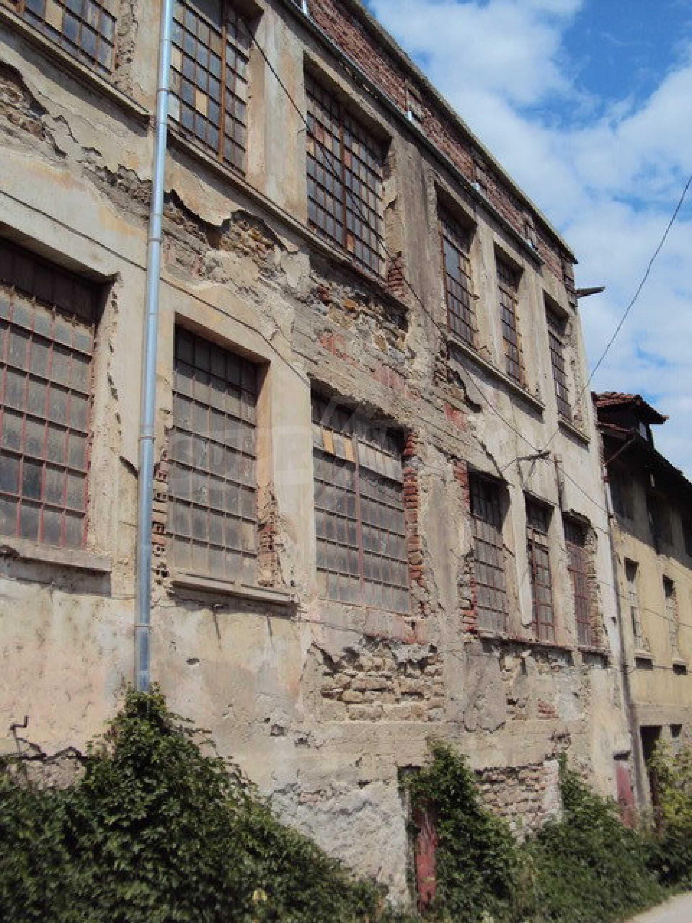 Уникальное здание на берегу реки Янтра, г. Велико Тырново 1