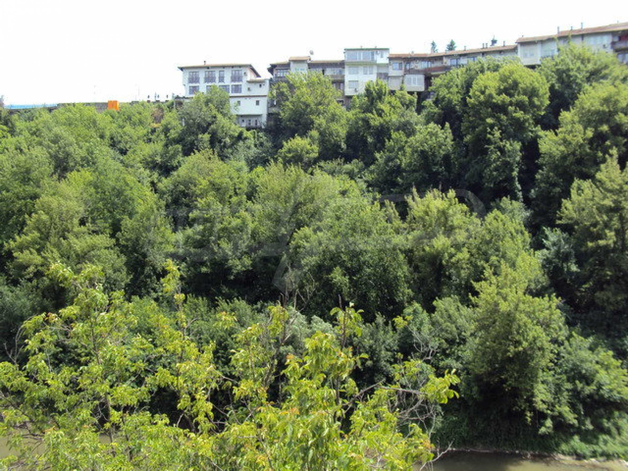 Уникальное здание на берегу реки Янтра, г. Велико Тырново 25