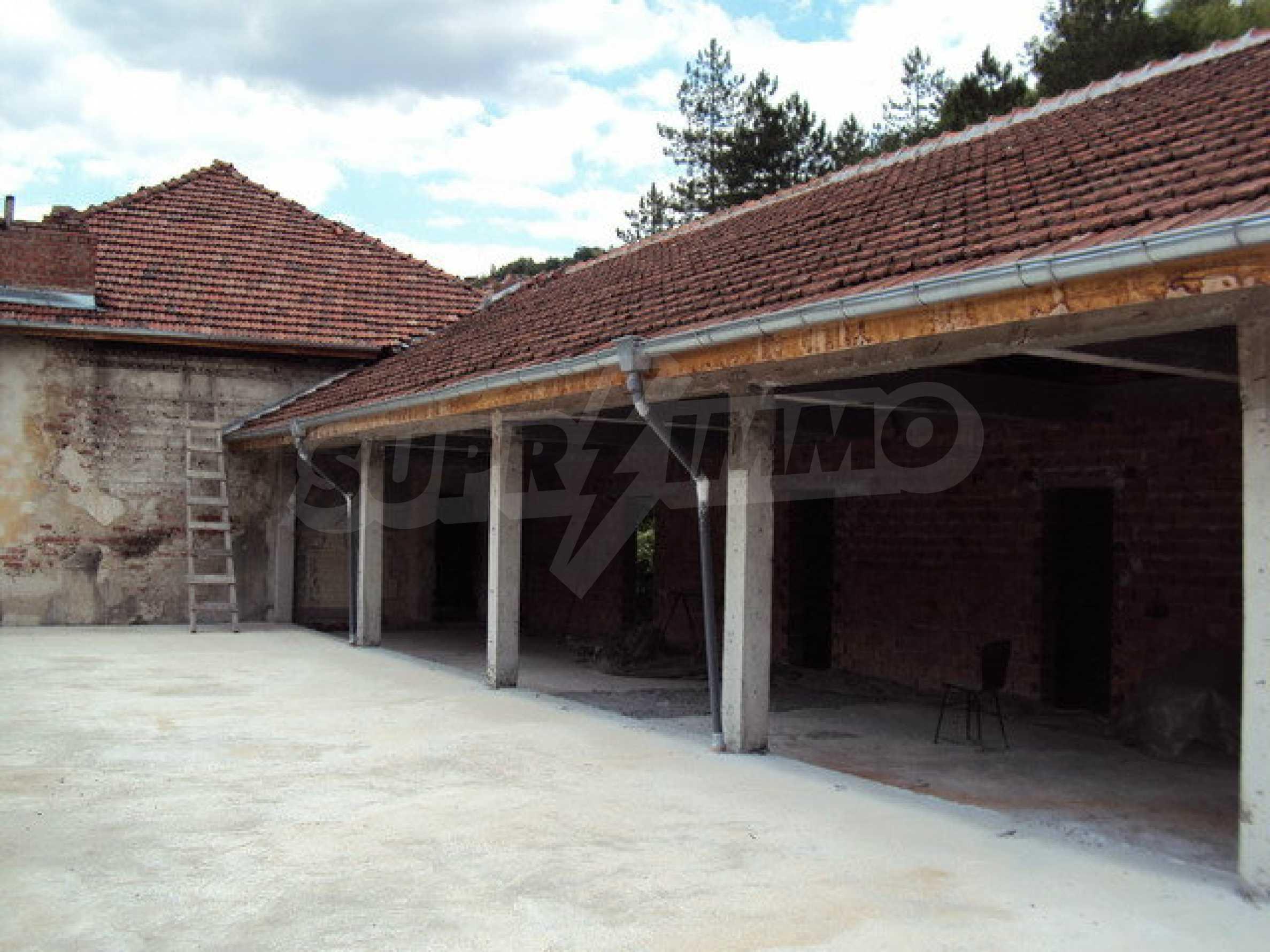Уникальное здание на берегу реки Янтра, г. Велико Тырново 26
