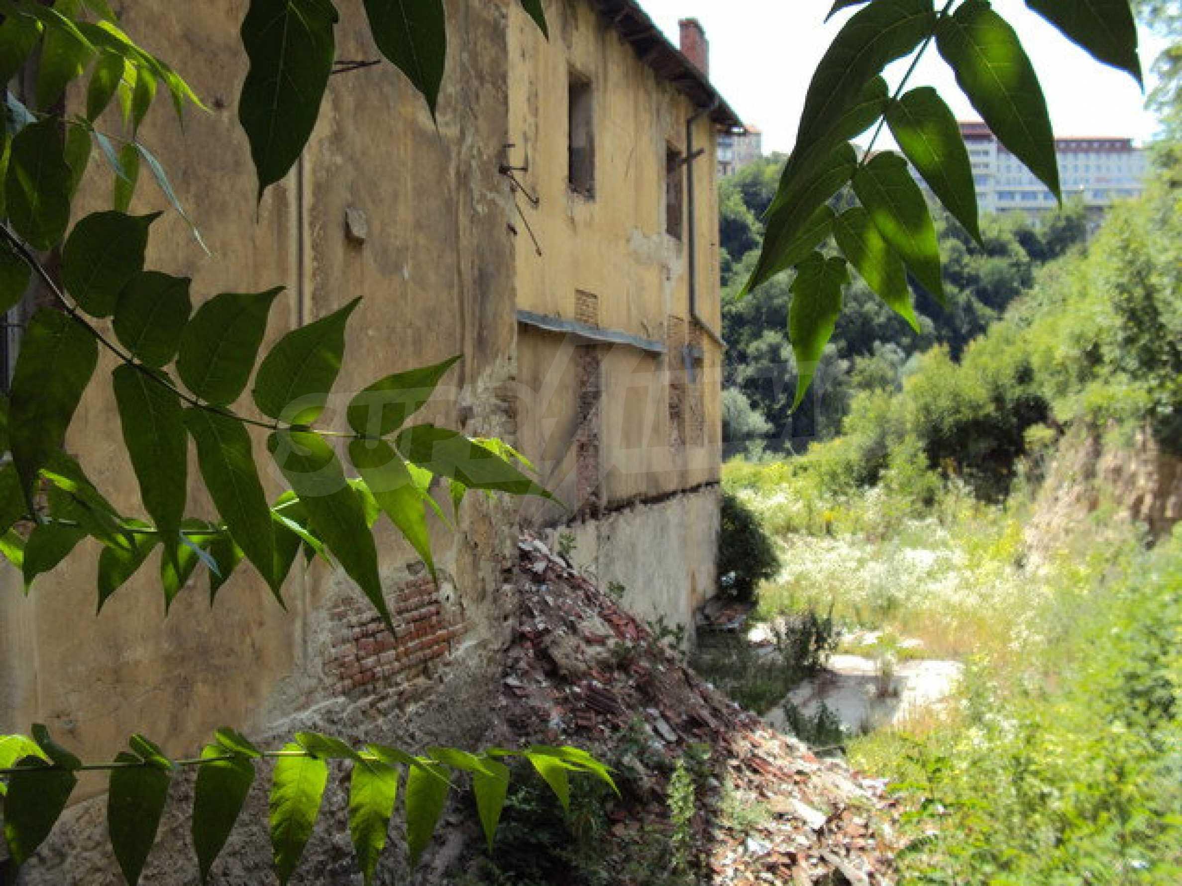 Уникальное здание на берегу реки Янтра, г. Велико Тырново 29