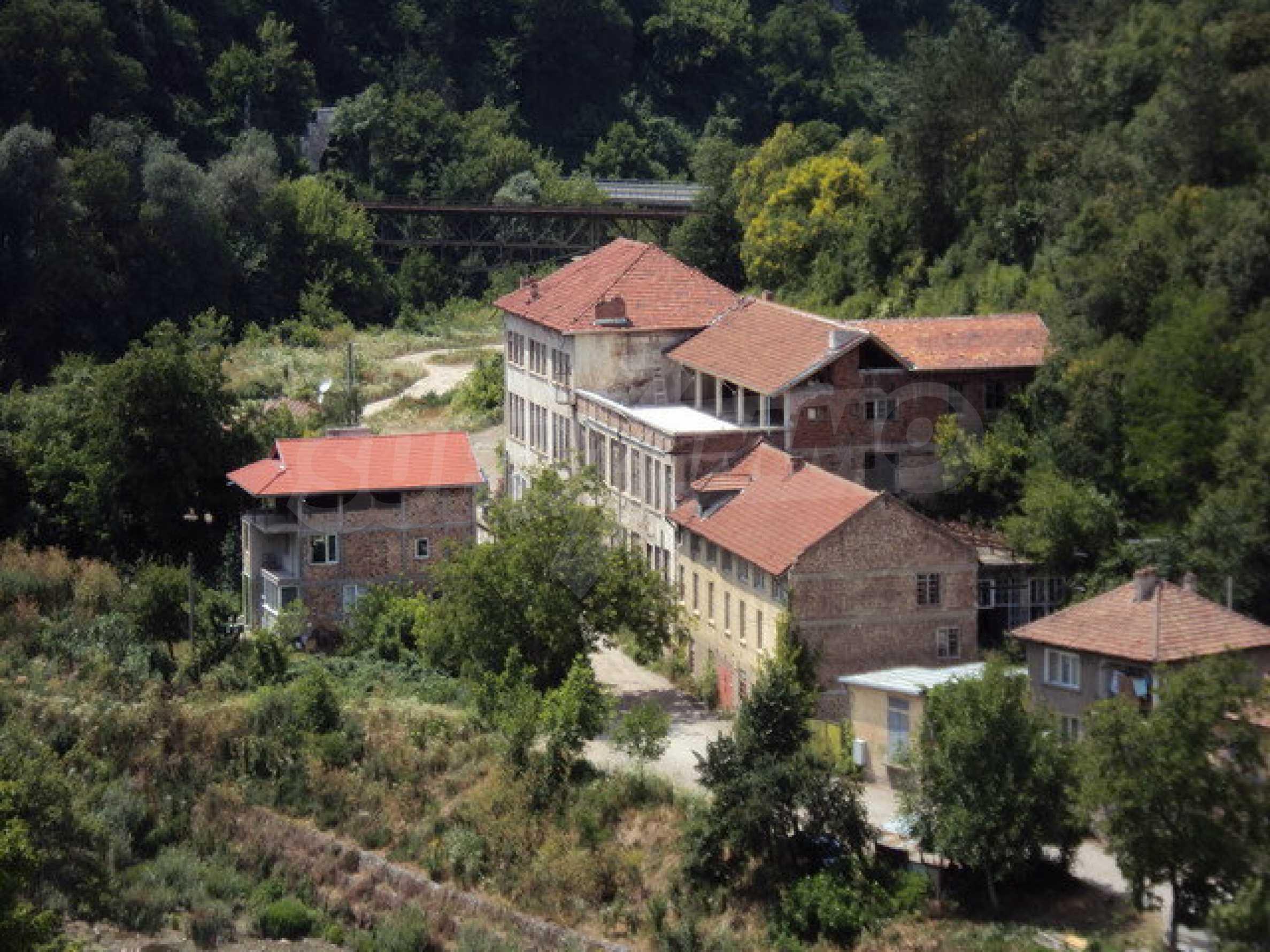 Уникальное здание на берегу реки Янтра, г. Велико Тырново 5