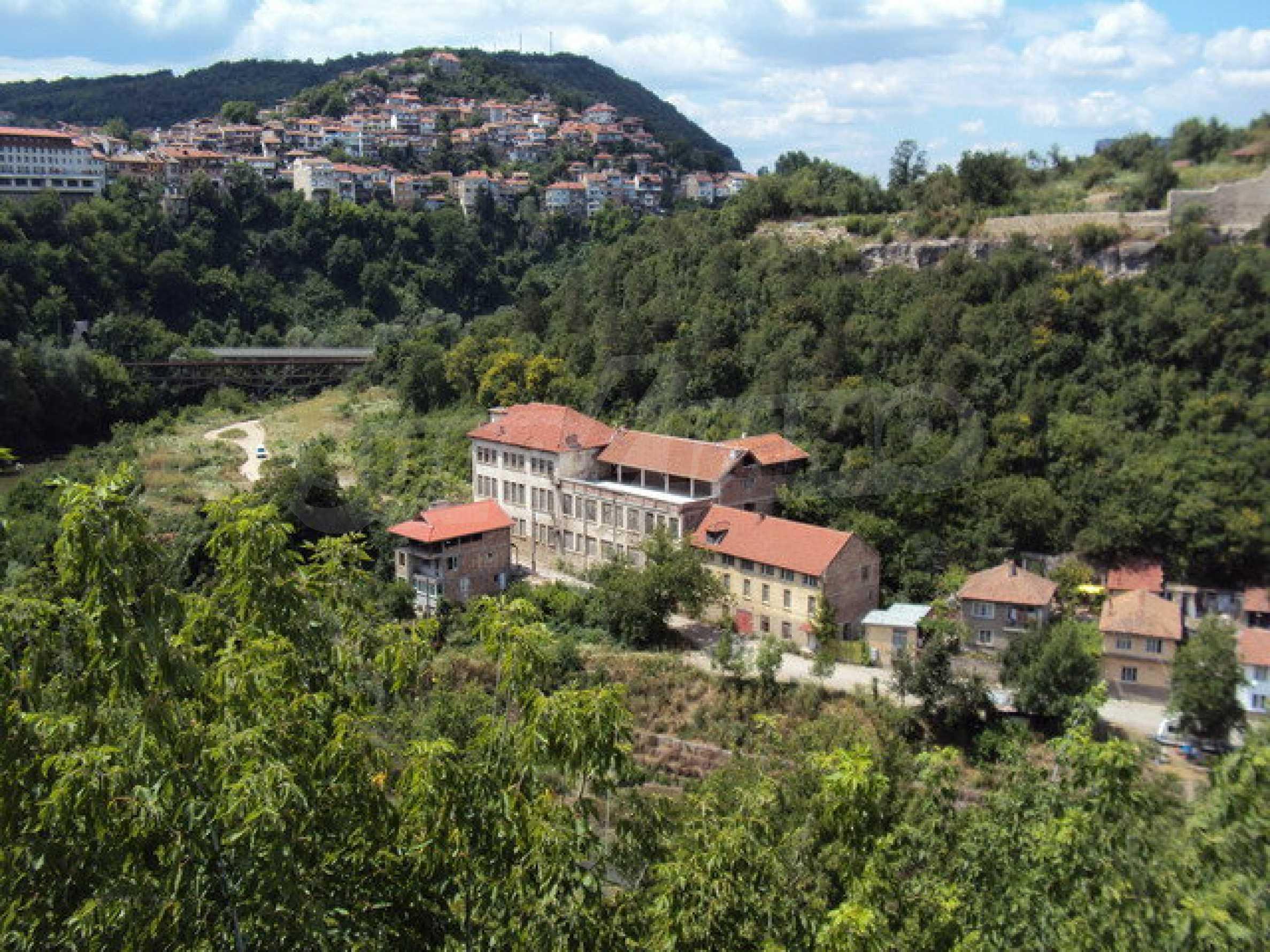 Уникальное здание на берегу реки Янтра, г. Велико Тырново 6