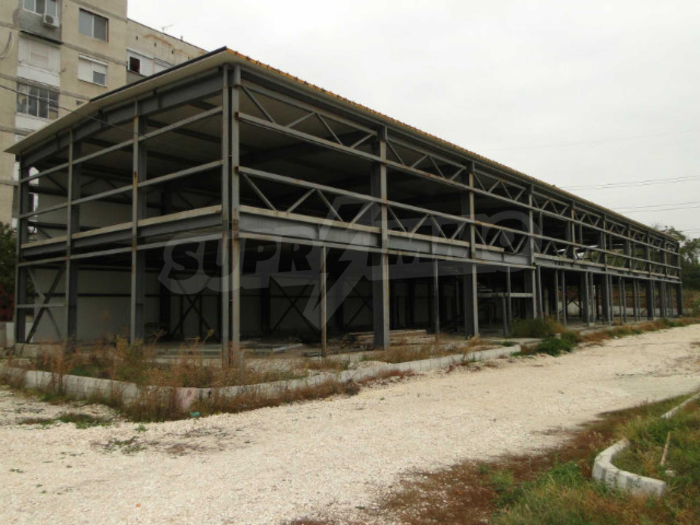 Business property with attractive location 1
