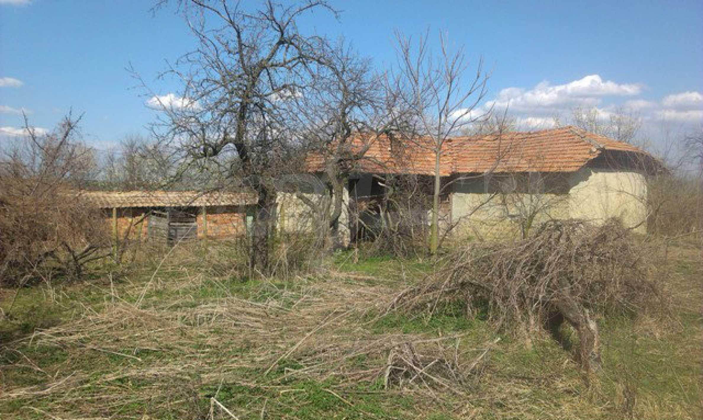 Двуетажна селска къща с двор от 1400 кв.м.  11