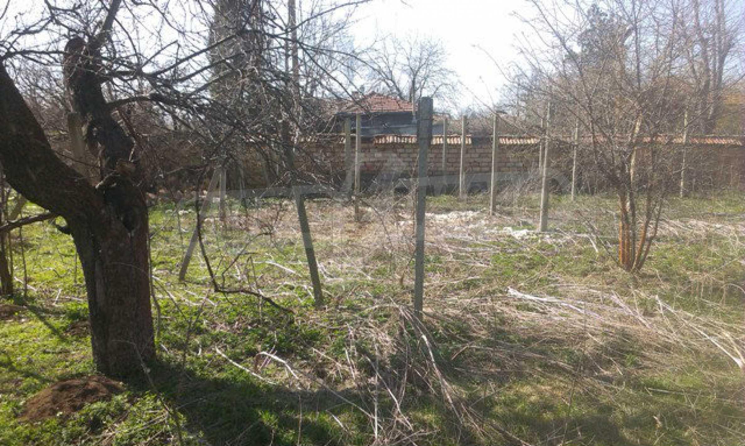 Двуетажна селска къща с двор от 1400 кв.м.  13