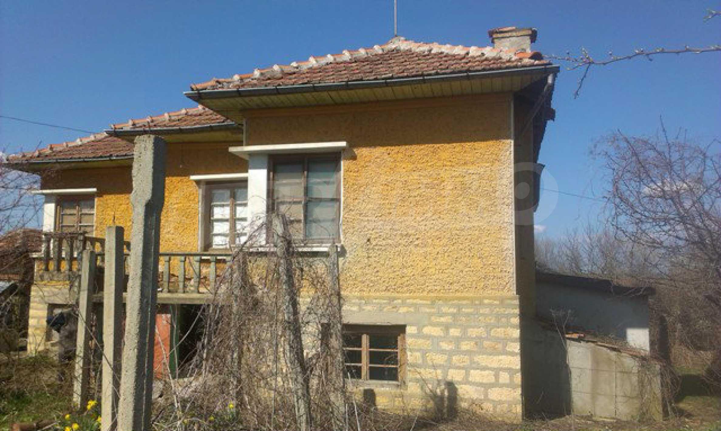 Двуетажна селска къща с двор от 1400 кв.м.  14