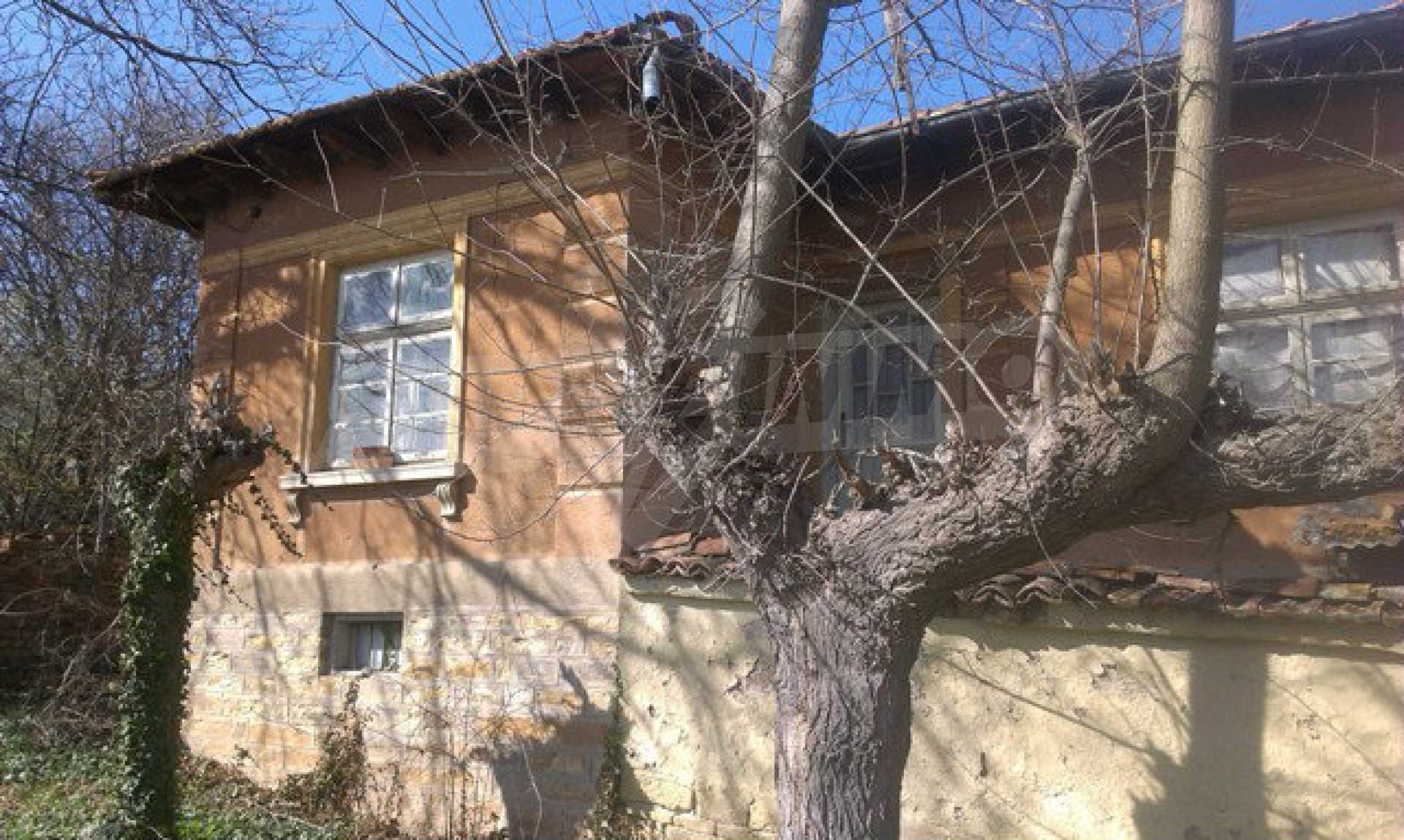 Двуетажна селска къща с двор от 1400 кв.м.  16