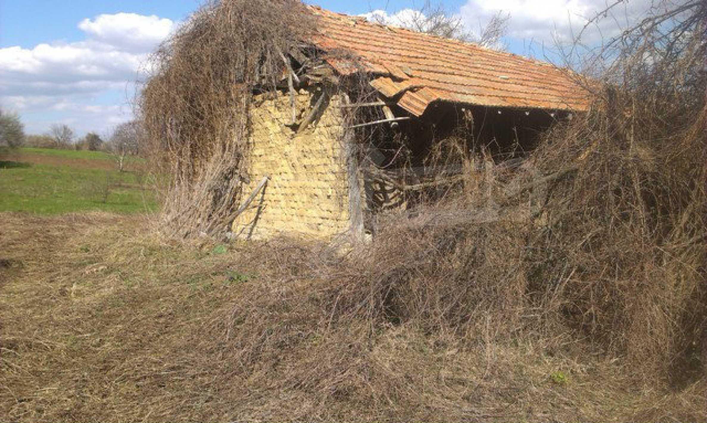 Двуетажна селска къща с двор от 1400 кв.м.  18
