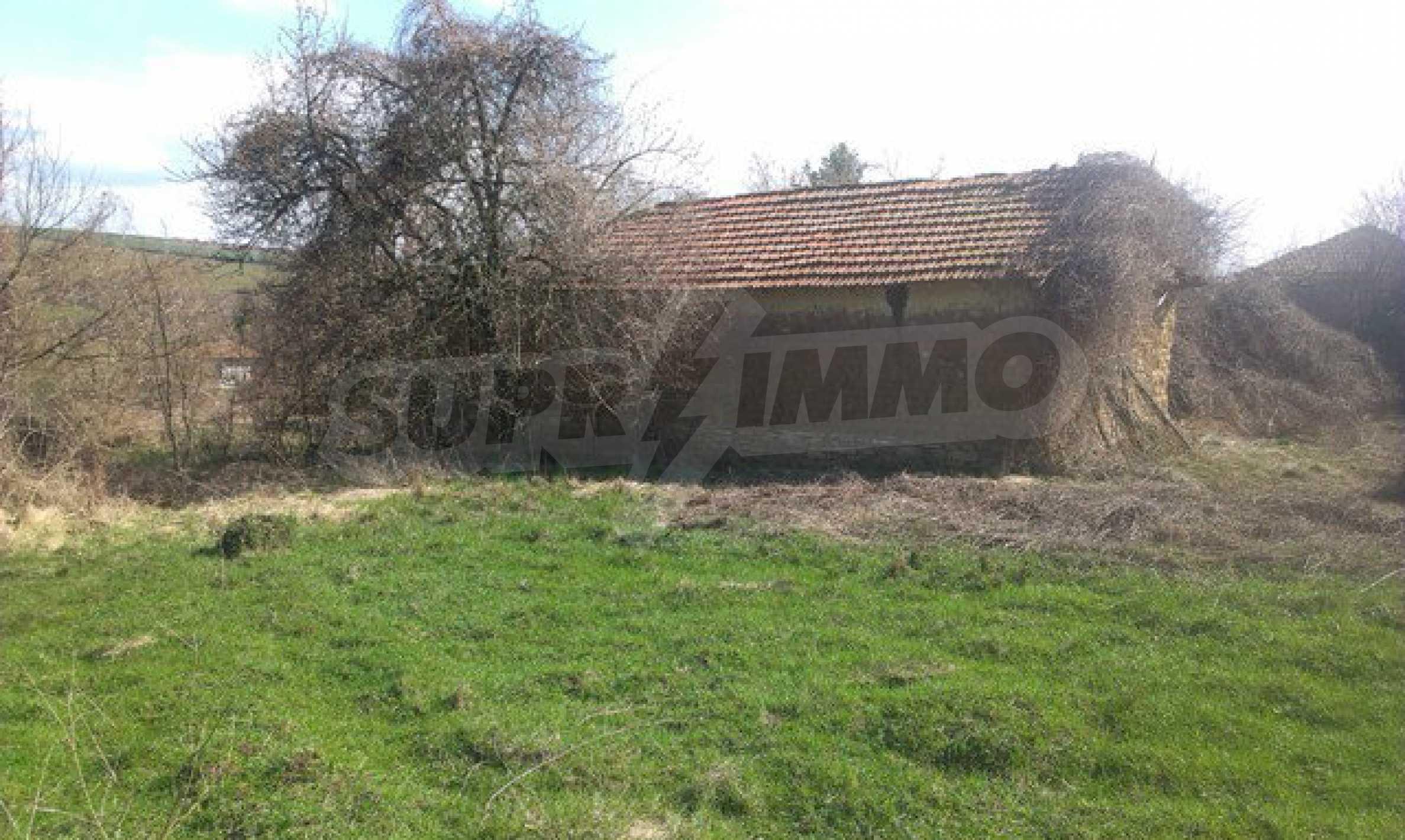 Двуетажна селска къща с двор от 1400 кв.м.  19