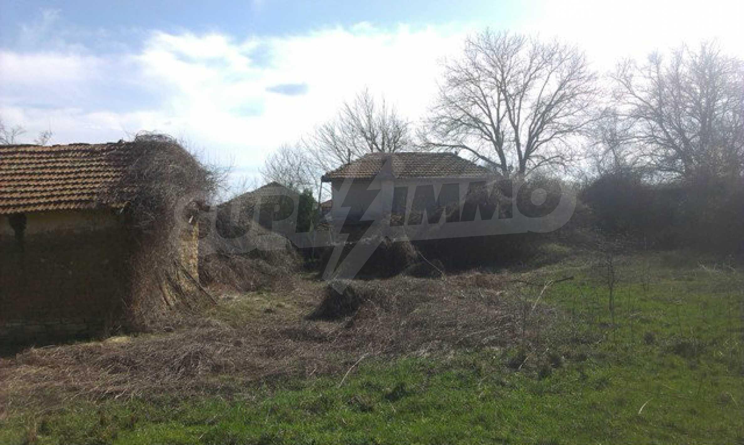 Двуетажна селска къща с двор от 1400 кв.м.  20