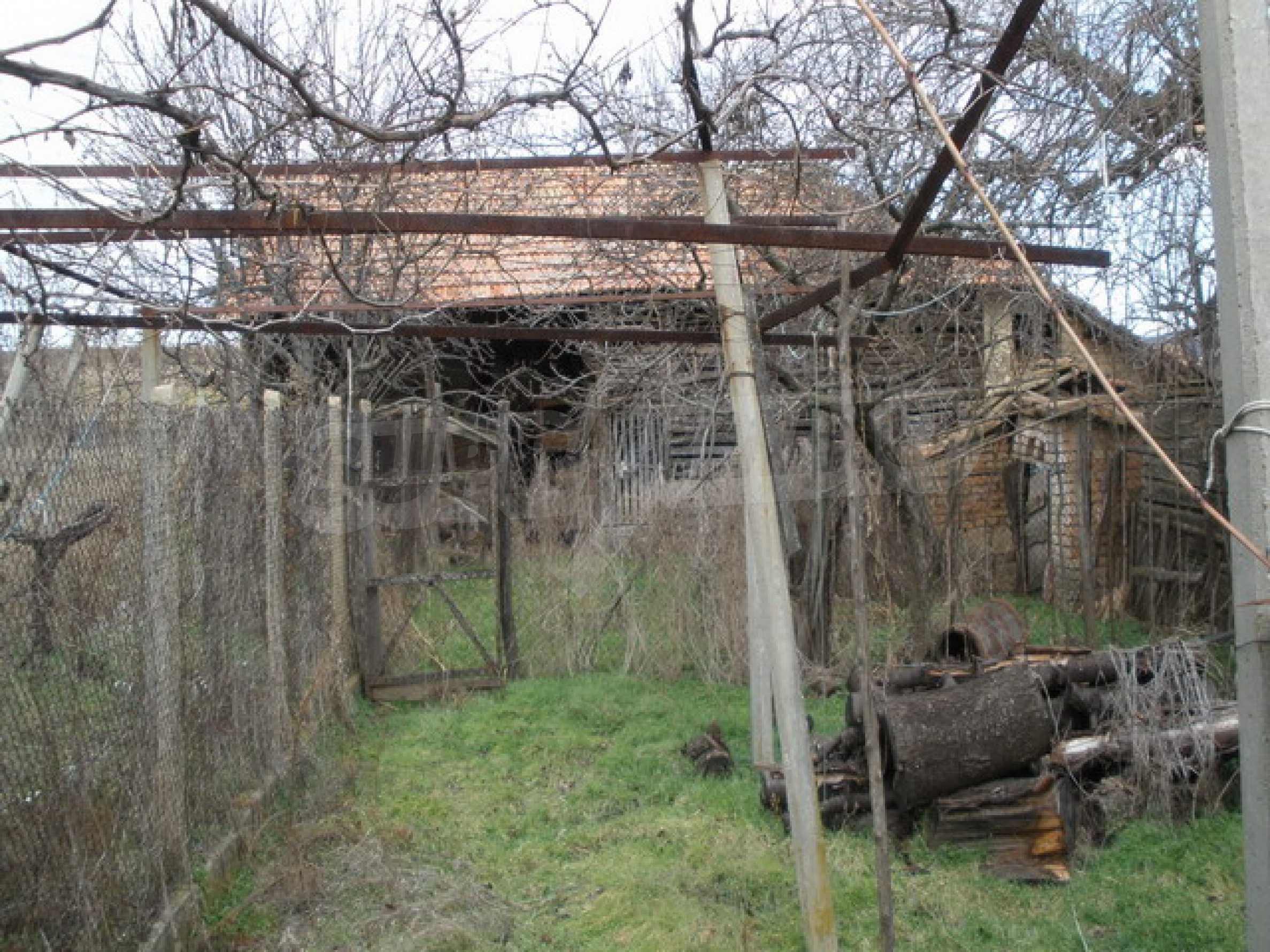 Двуетажна селска къща с двор от 1400 кв.м.  3
