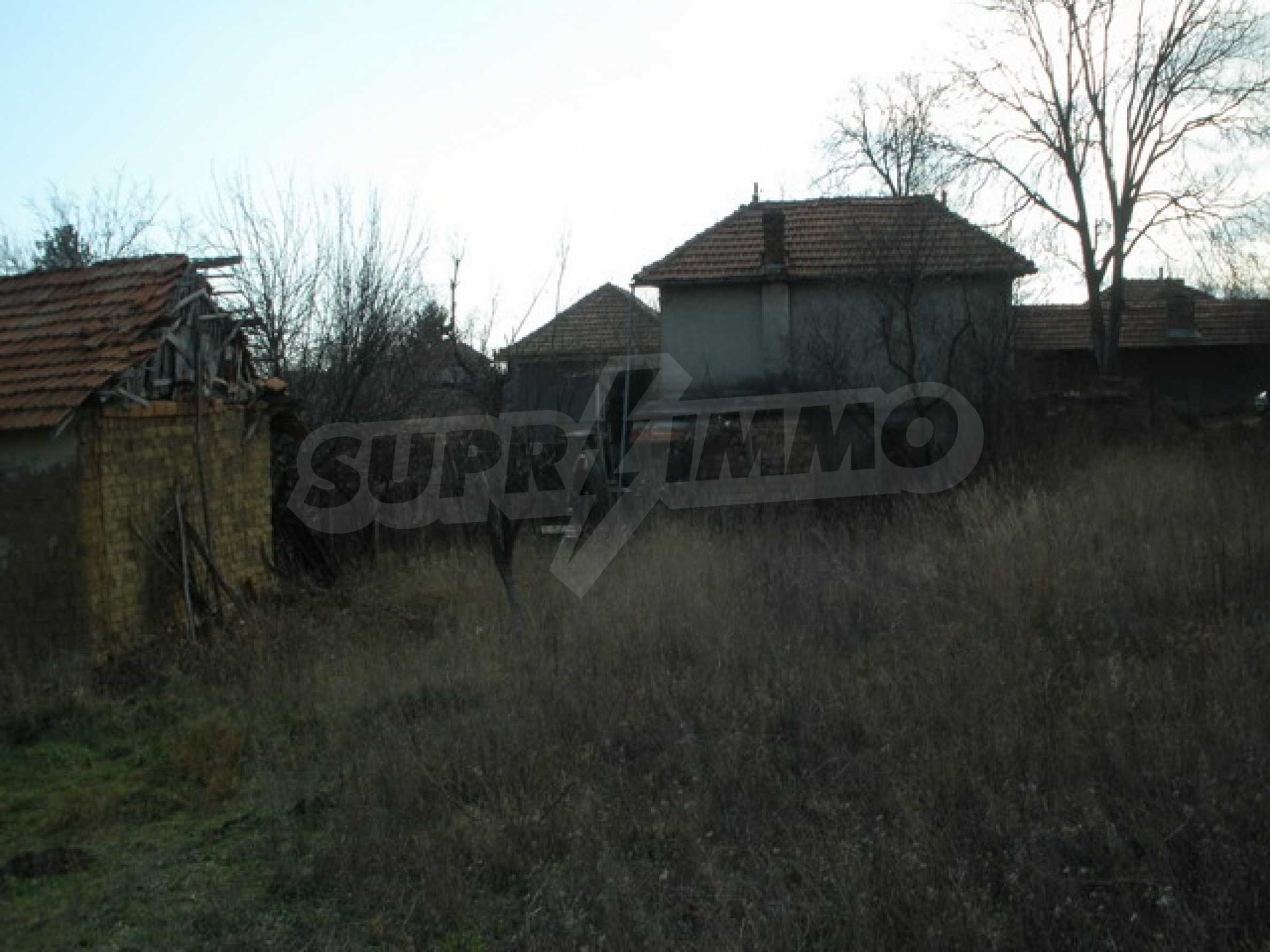 Two-storey village house with 1400 sq.m. yard 4