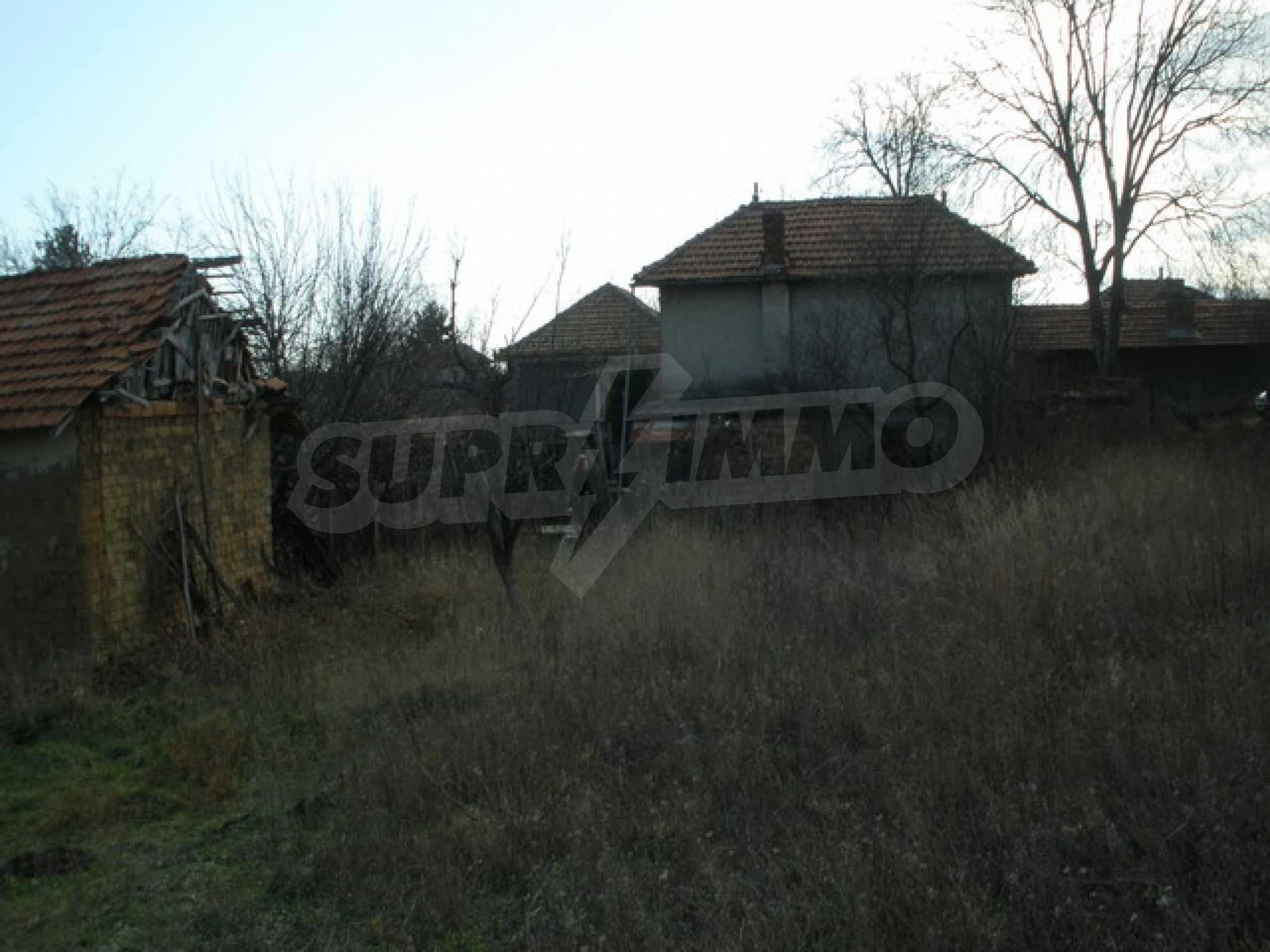 Двуетажна селска къща с двор от 1400 кв.м.  4
