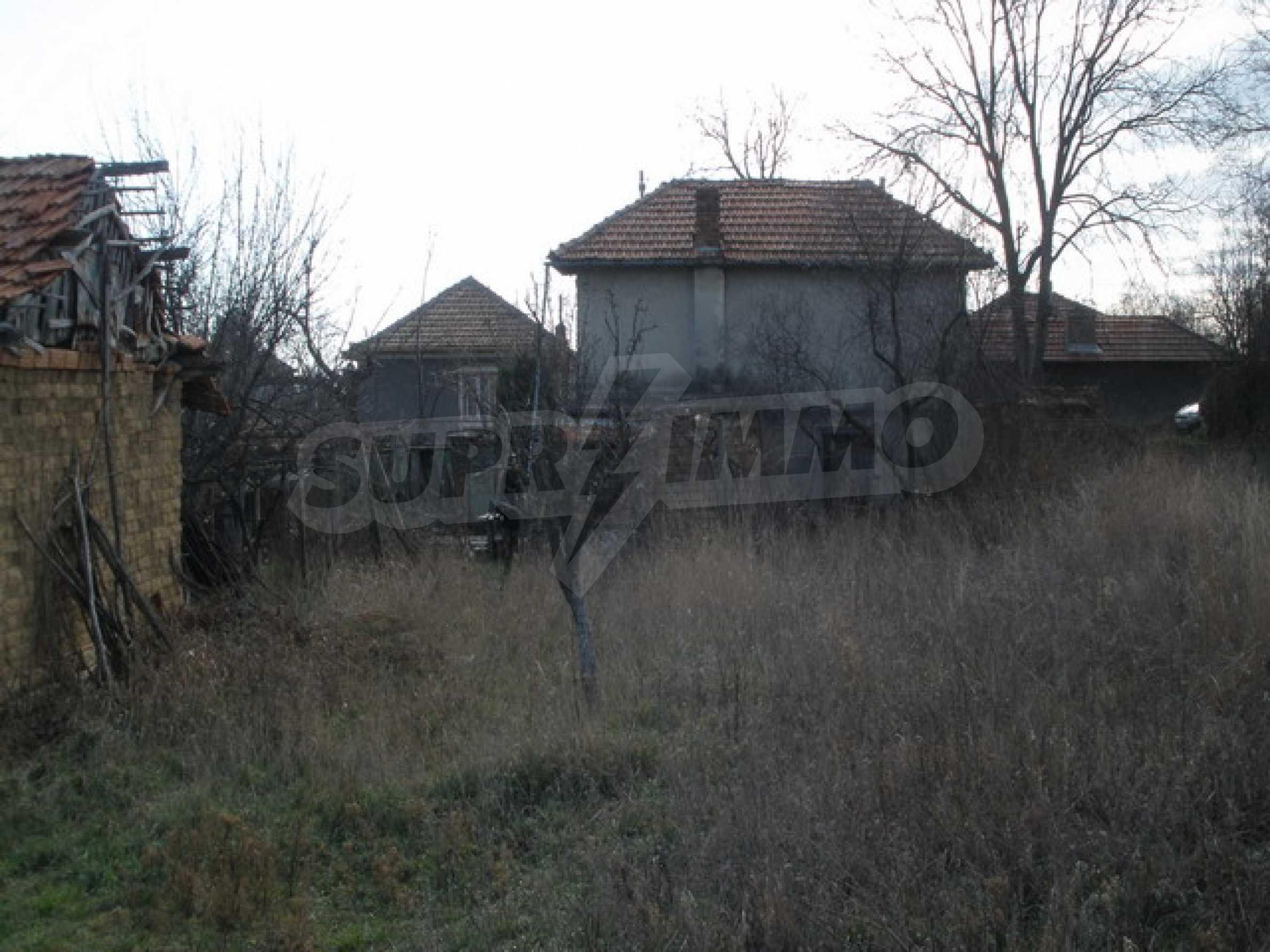 Двуетажна селска къща с двор от 1400 кв.м.  6