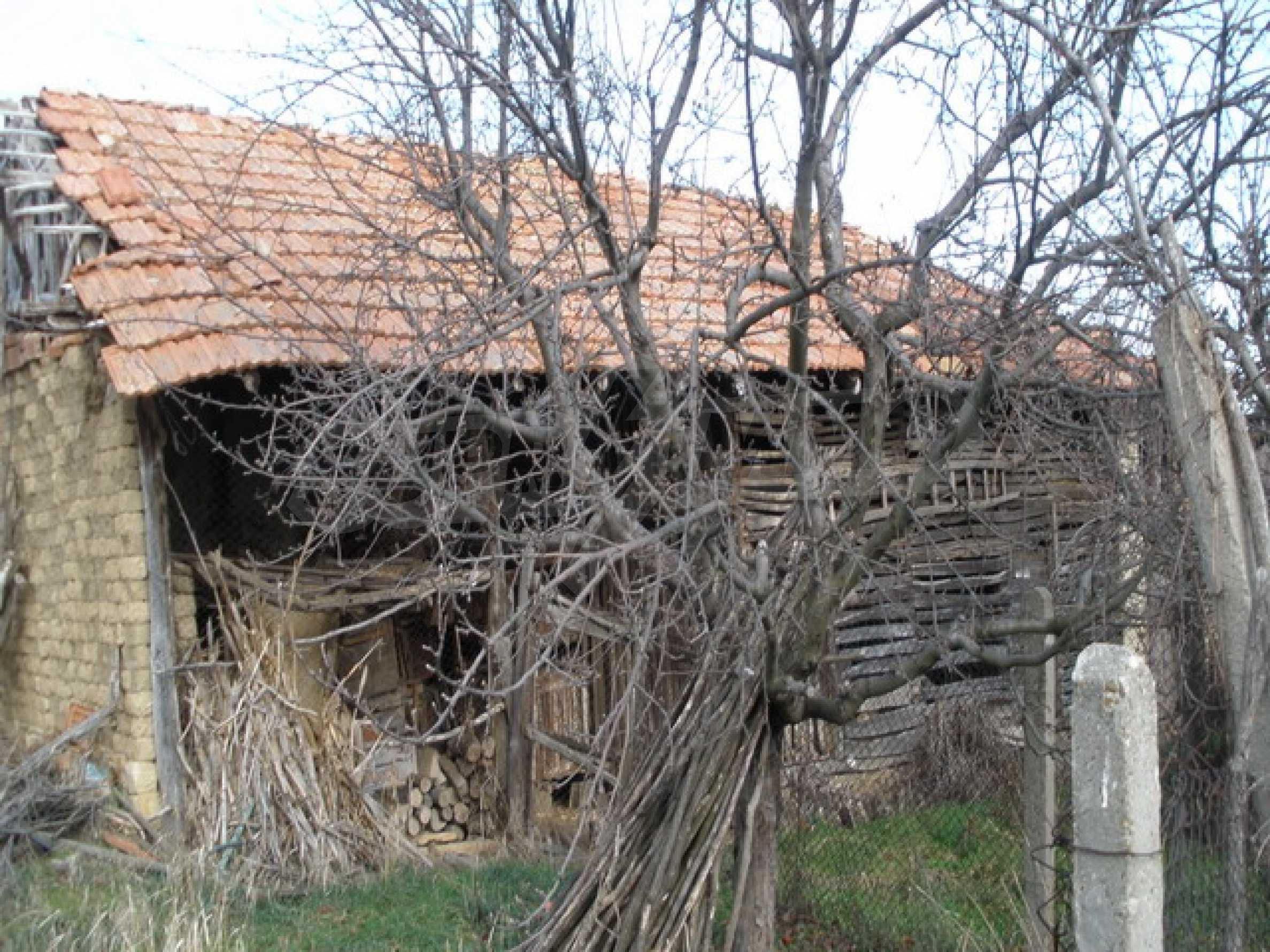 Двуетажна селска къща с двор от 1400 кв.м.  7