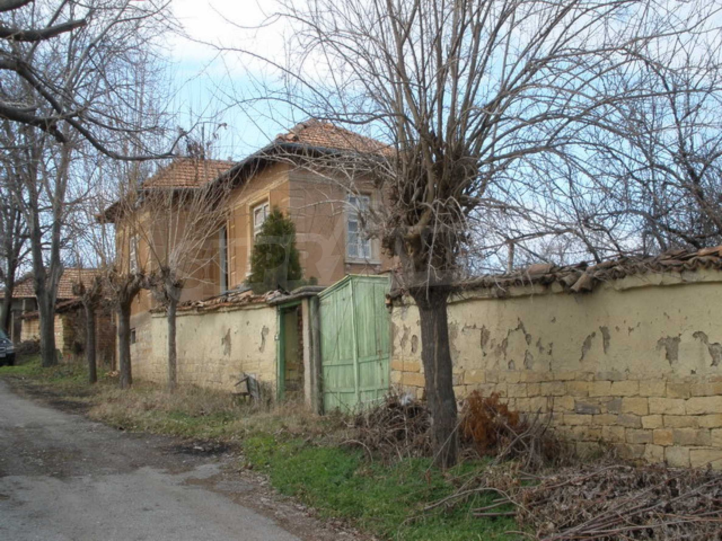 Two-storey village house with 1400 sq.m. yard 8