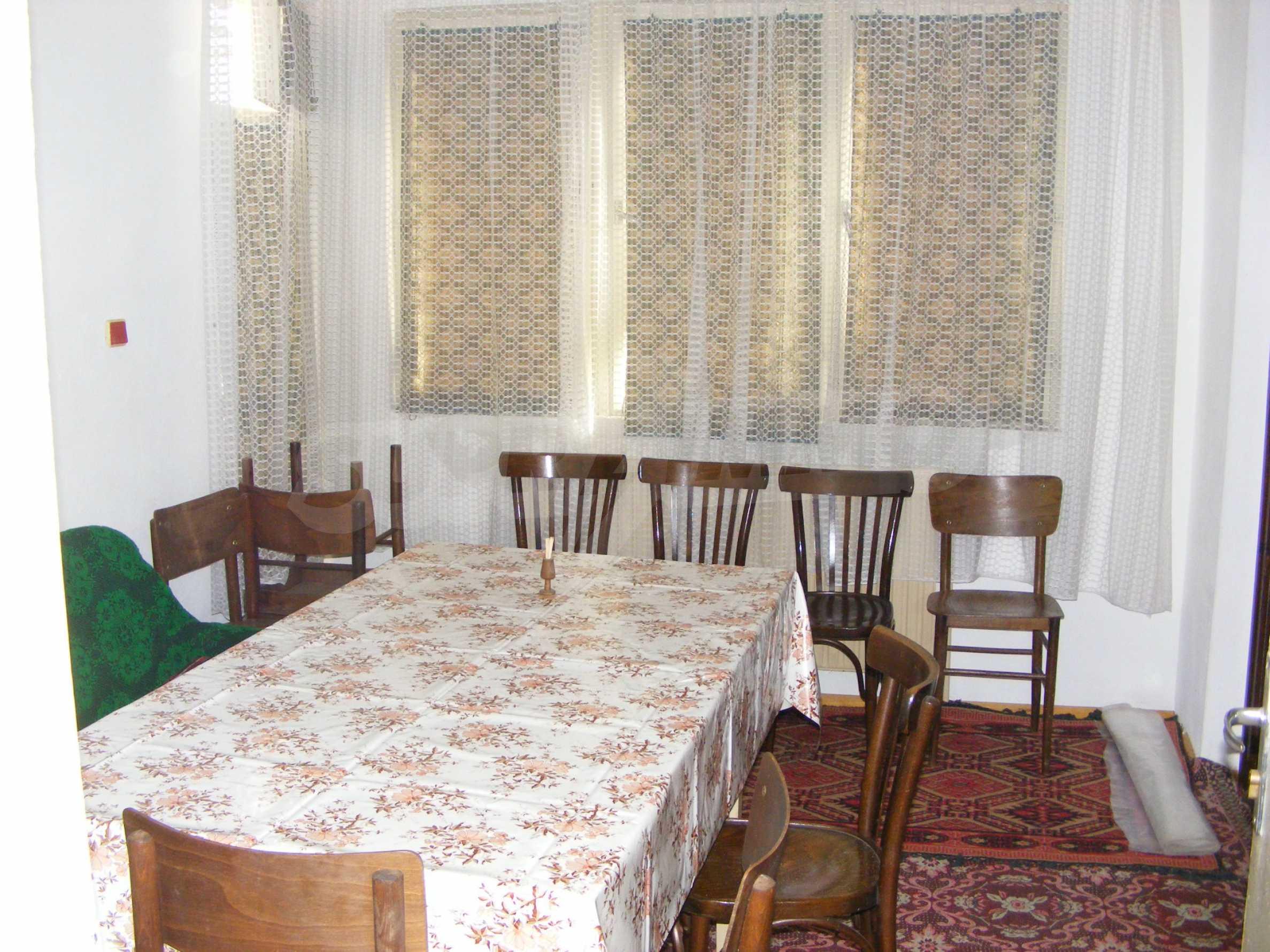 Großes zweistöckiges Backsteinhaus in einem Dorf 40 km von Veliko Tarnovo entfernt 9